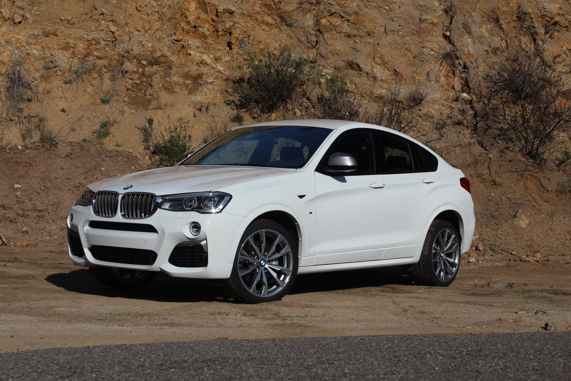 2016 bmw x4 m40i first drive review. Black Bedroom Furniture Sets. Home Design Ideas
