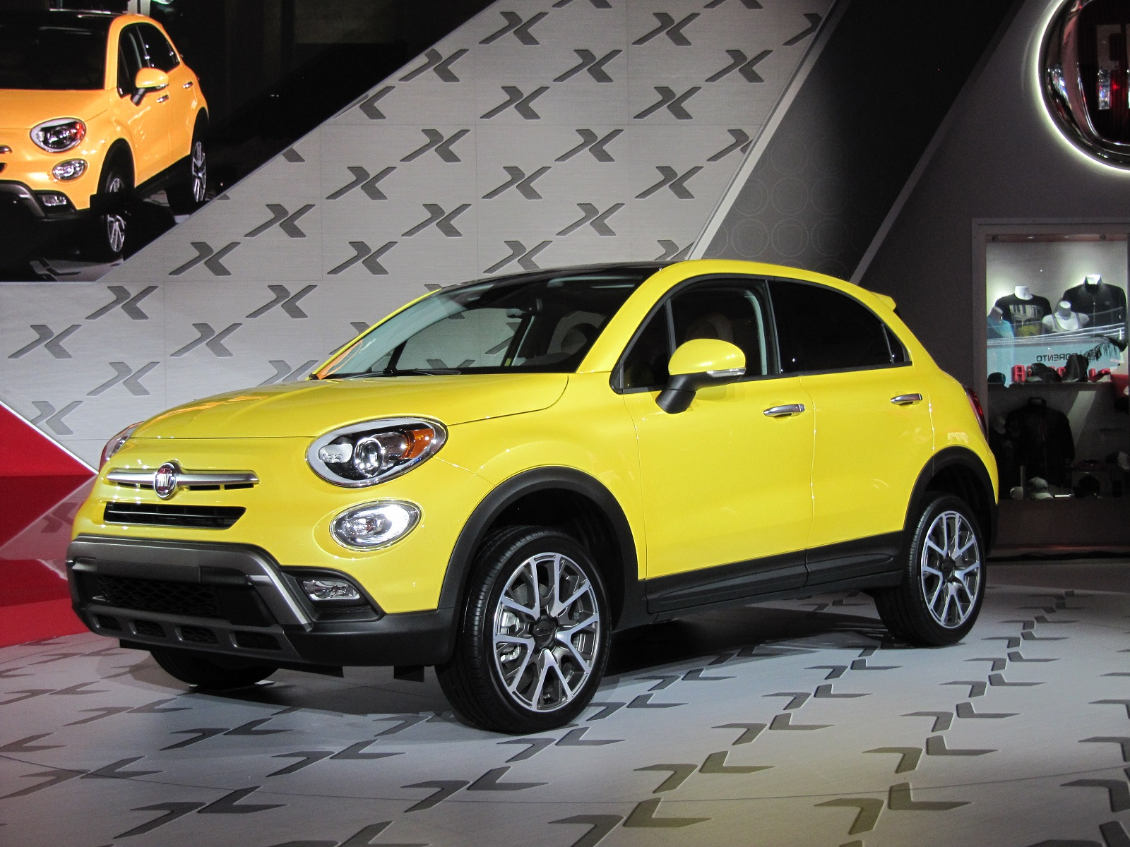 2016 fiat 500x live photos and video from 2014 la auto show. Black Bedroom Furniture Sets. Home Design Ideas