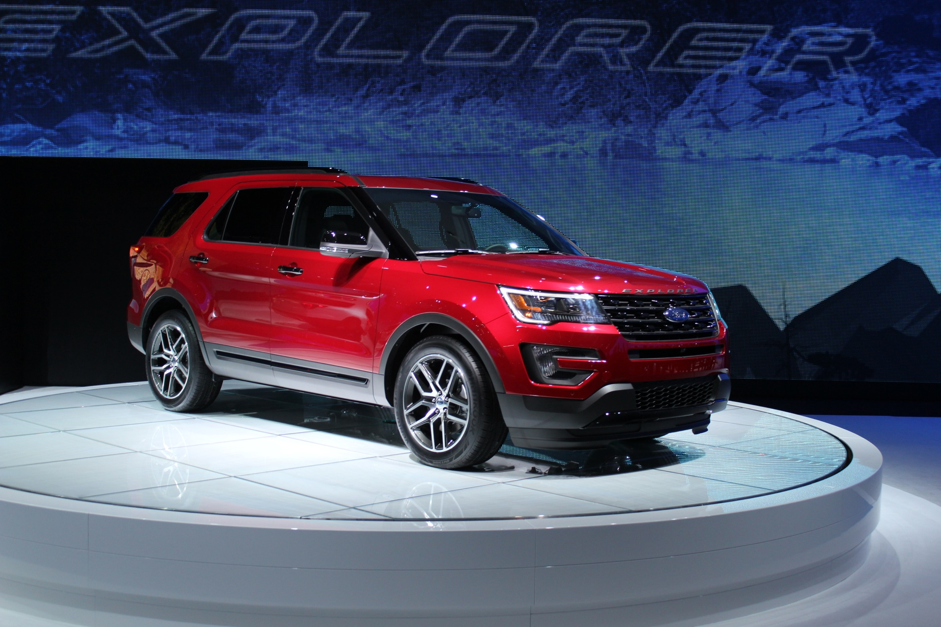 2016 ford explorer preview 2014 los angeles auto show. Black Bedroom Furniture Sets. Home Design Ideas