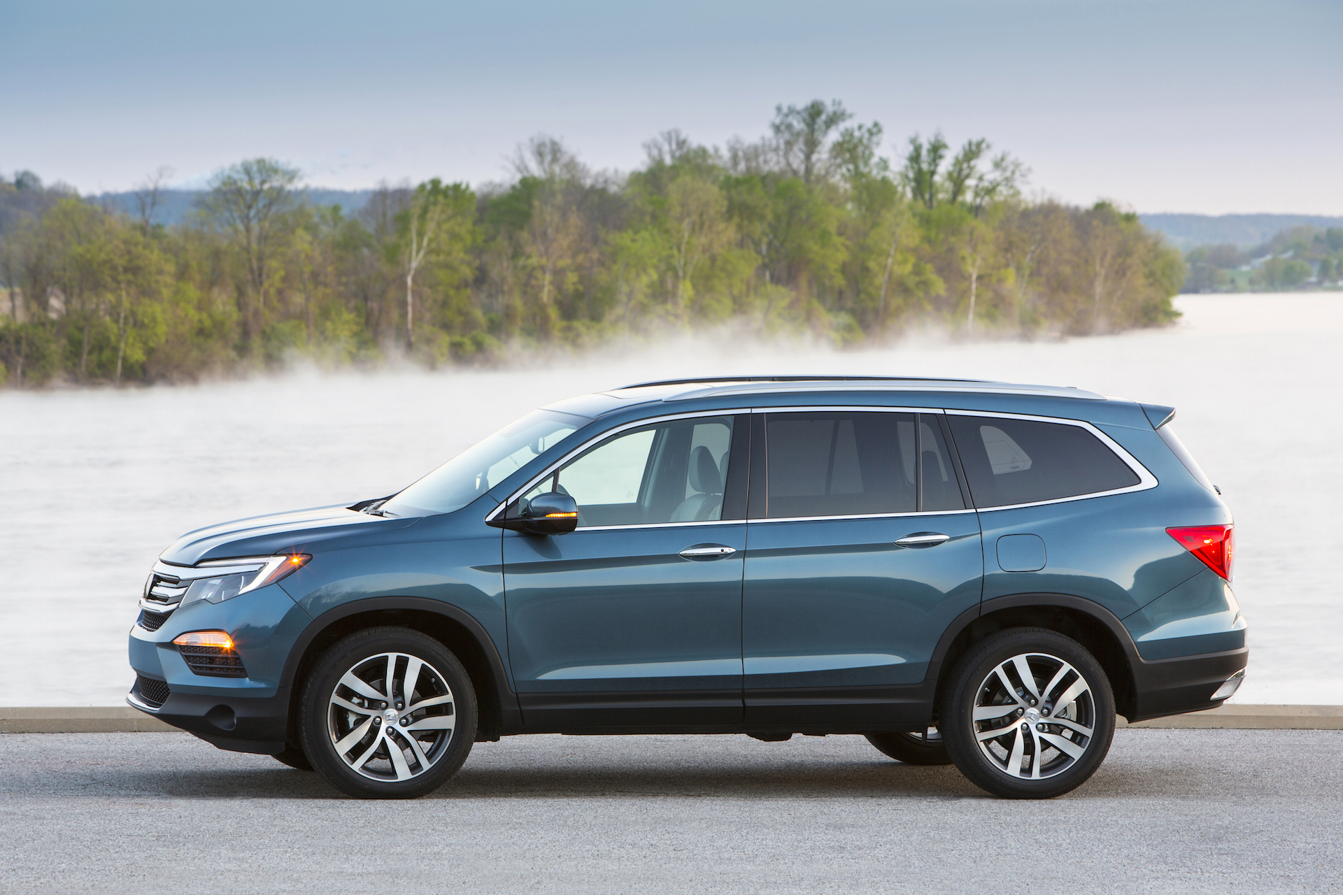 2016 honda pilot given top safety rating by iihs. Black Bedroom Furniture Sets. Home Design Ideas