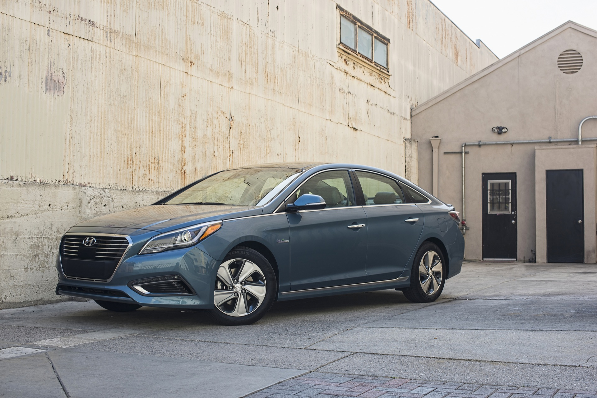 sipping sonata hauler with video fuel review hybrid interior hyundai family