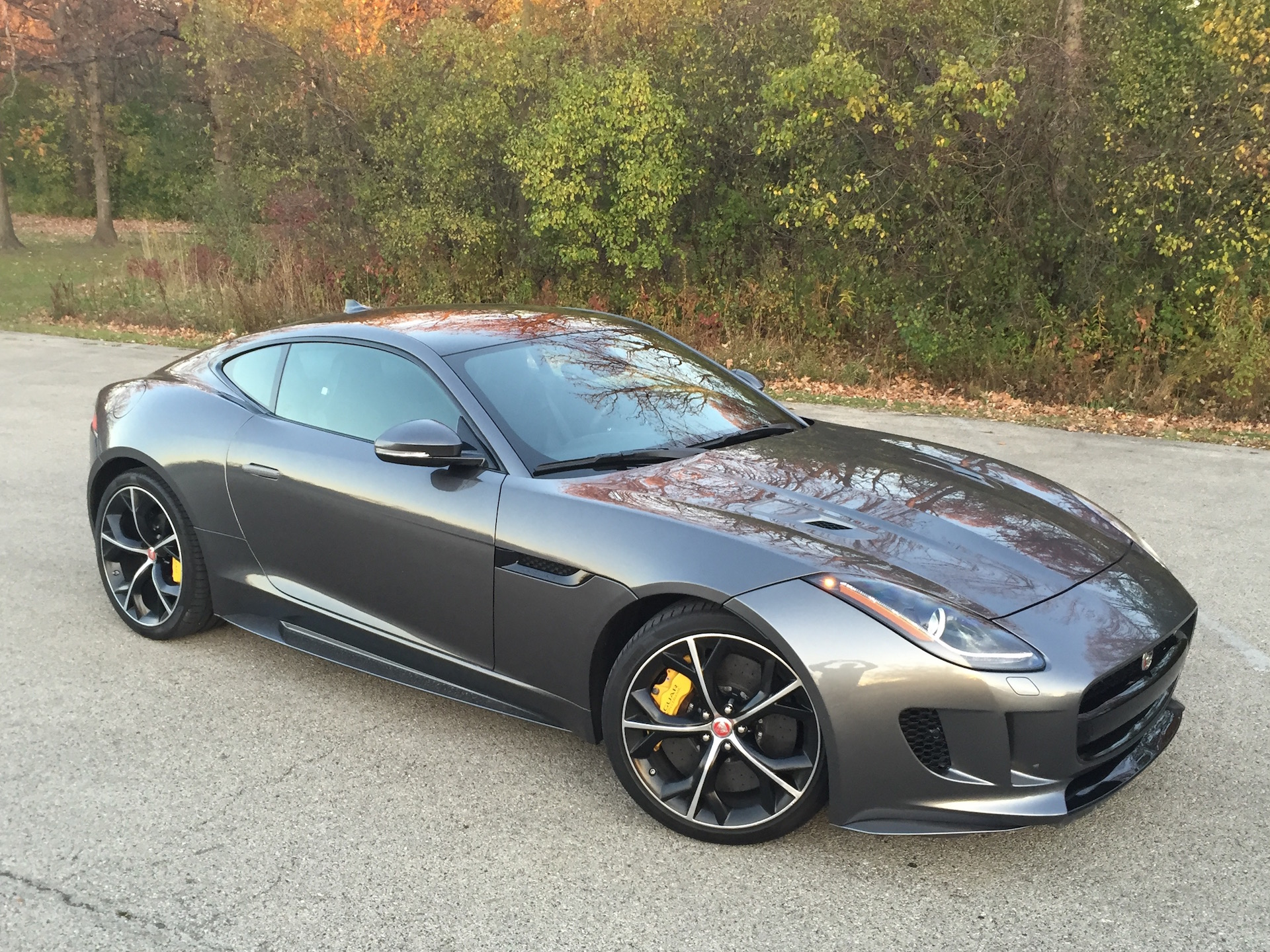 notes from the driveway 2016 jaguar f type r coupe. Black Bedroom Furniture Sets. Home Design Ideas