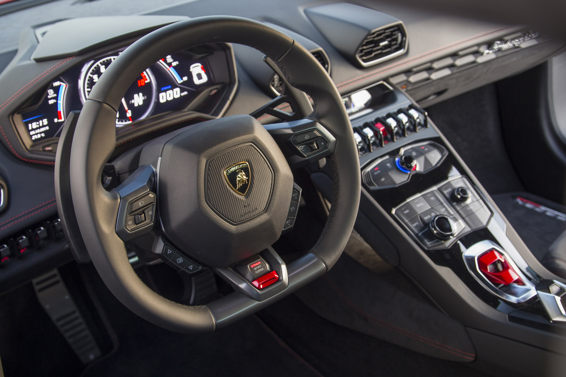 Lamborghini manuals are history and dual clutch looks for Future interieur