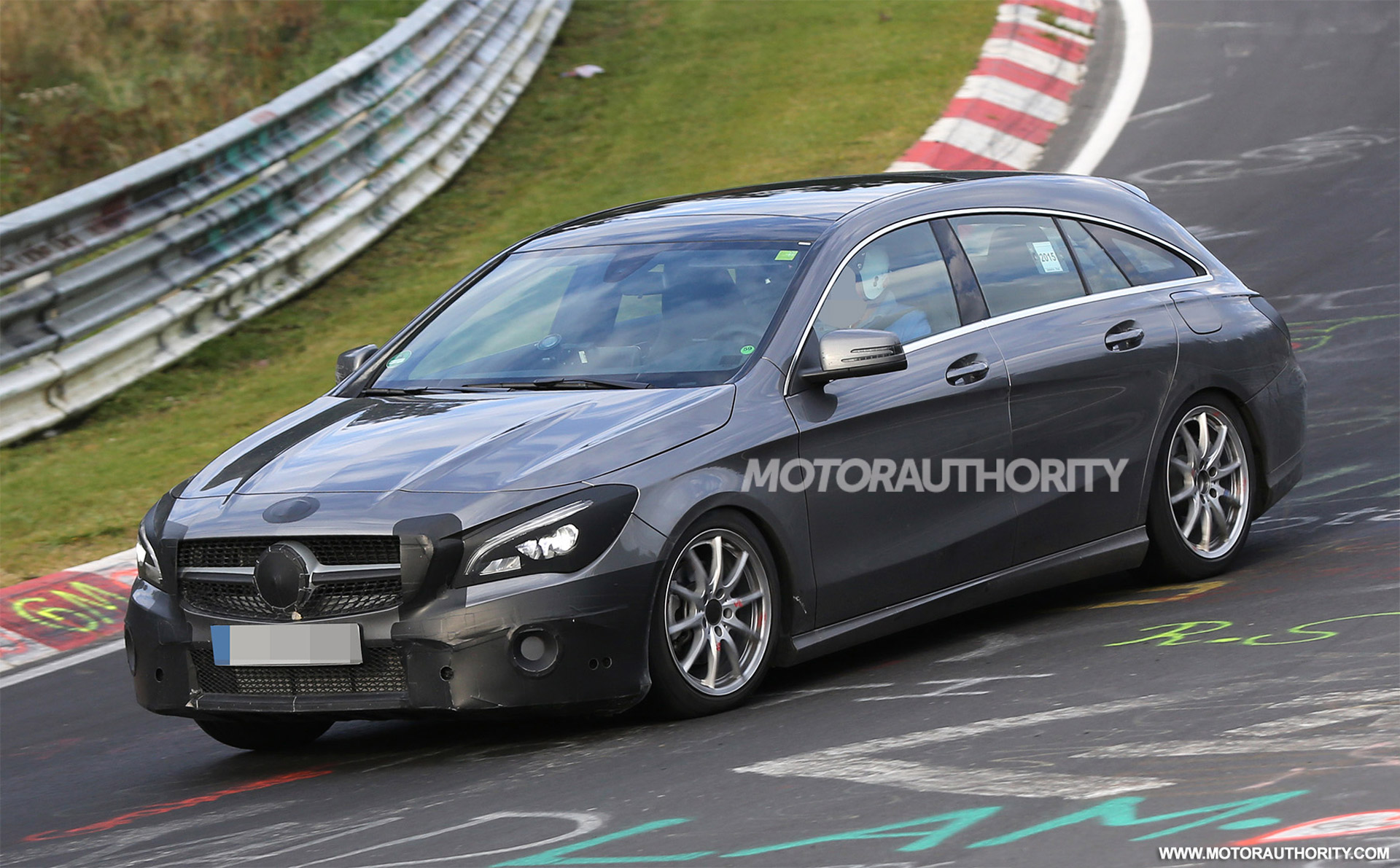 2016 mercedes benz cla shooting brake spy shots for Mercedes benz support number