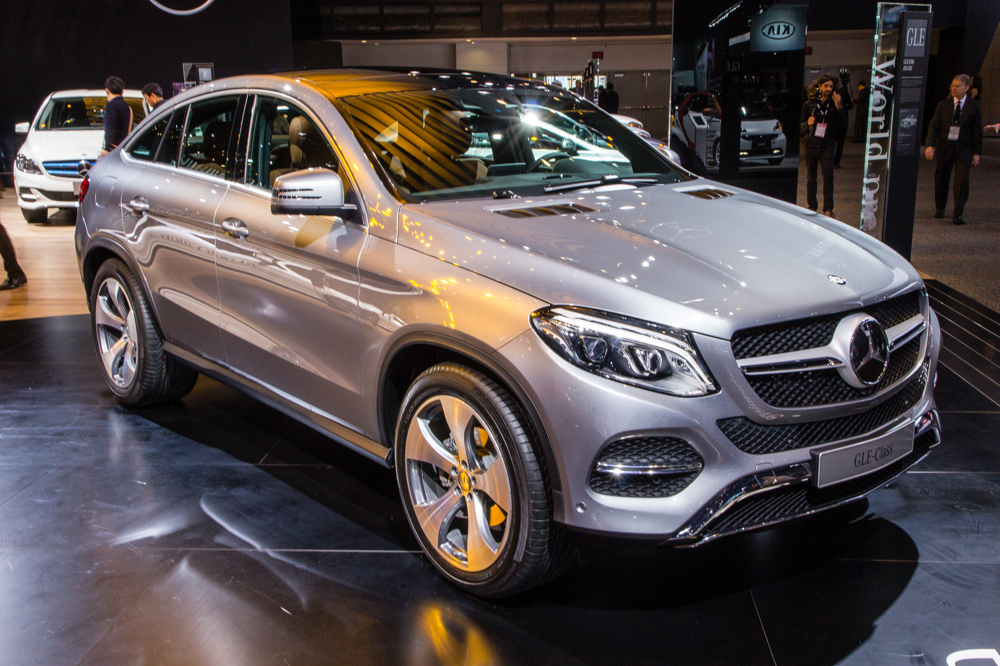 https://images.hgmsites.net/hug/2016-mercedes-benz-gle-coupe-live-photos-2015-detroit-auto-show_100497249_h.jpg