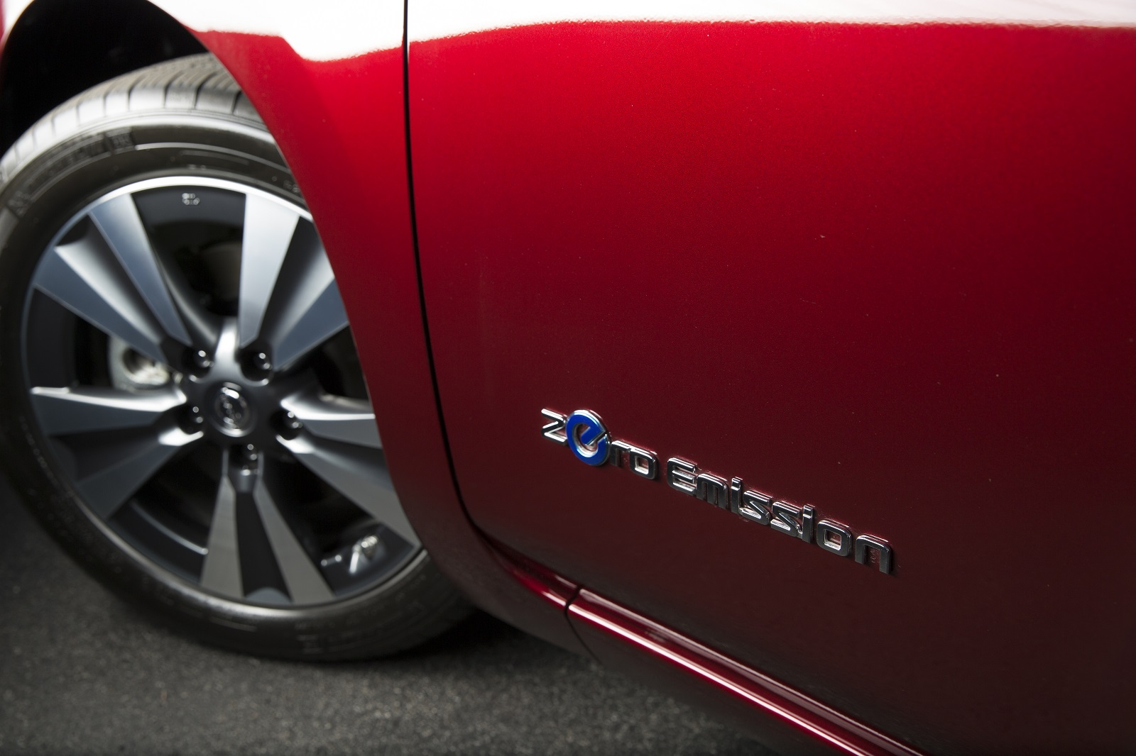 Electric cars can be 'contagious,' DoE says (solar panels too), but why?