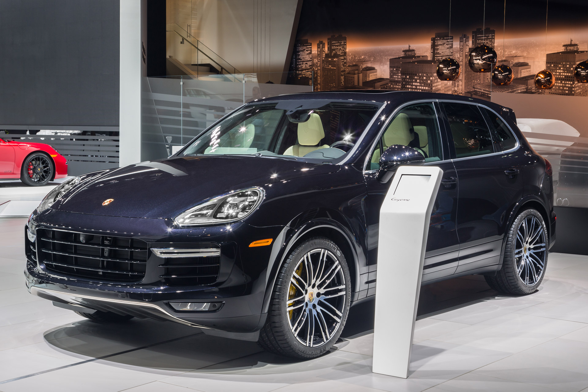 2016 porsche cayenne turbo s 570 hp and sub 8 minute. Black Bedroom Furniture Sets. Home Design Ideas
