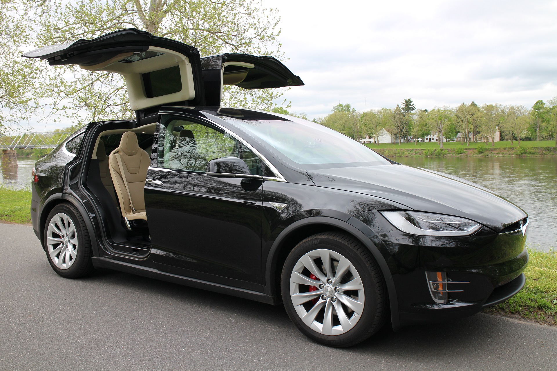 so what happened to tesla model x electric suv sales anyway. Black Bedroom Furniture Sets. Home Design Ideas