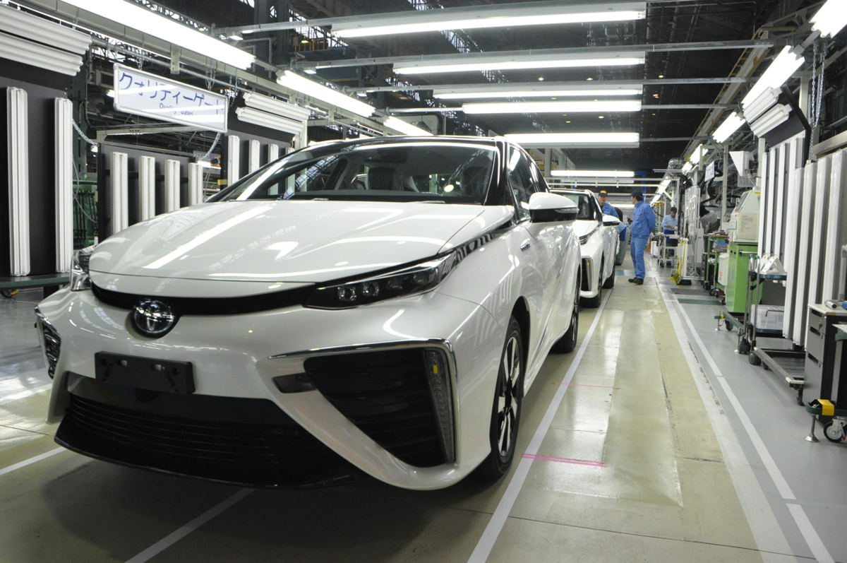 Latest Tesla Software Update >> Smaller, cheaper Toyota Mirai fuel-cell car coming in 2019 ...