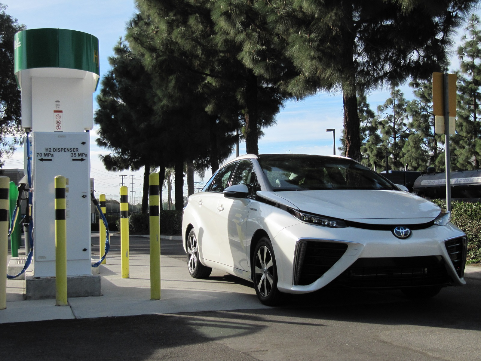 2016 Toyota Mirai Fuel-Cell Car Will Alter Industry As Prius Did, Says Exec