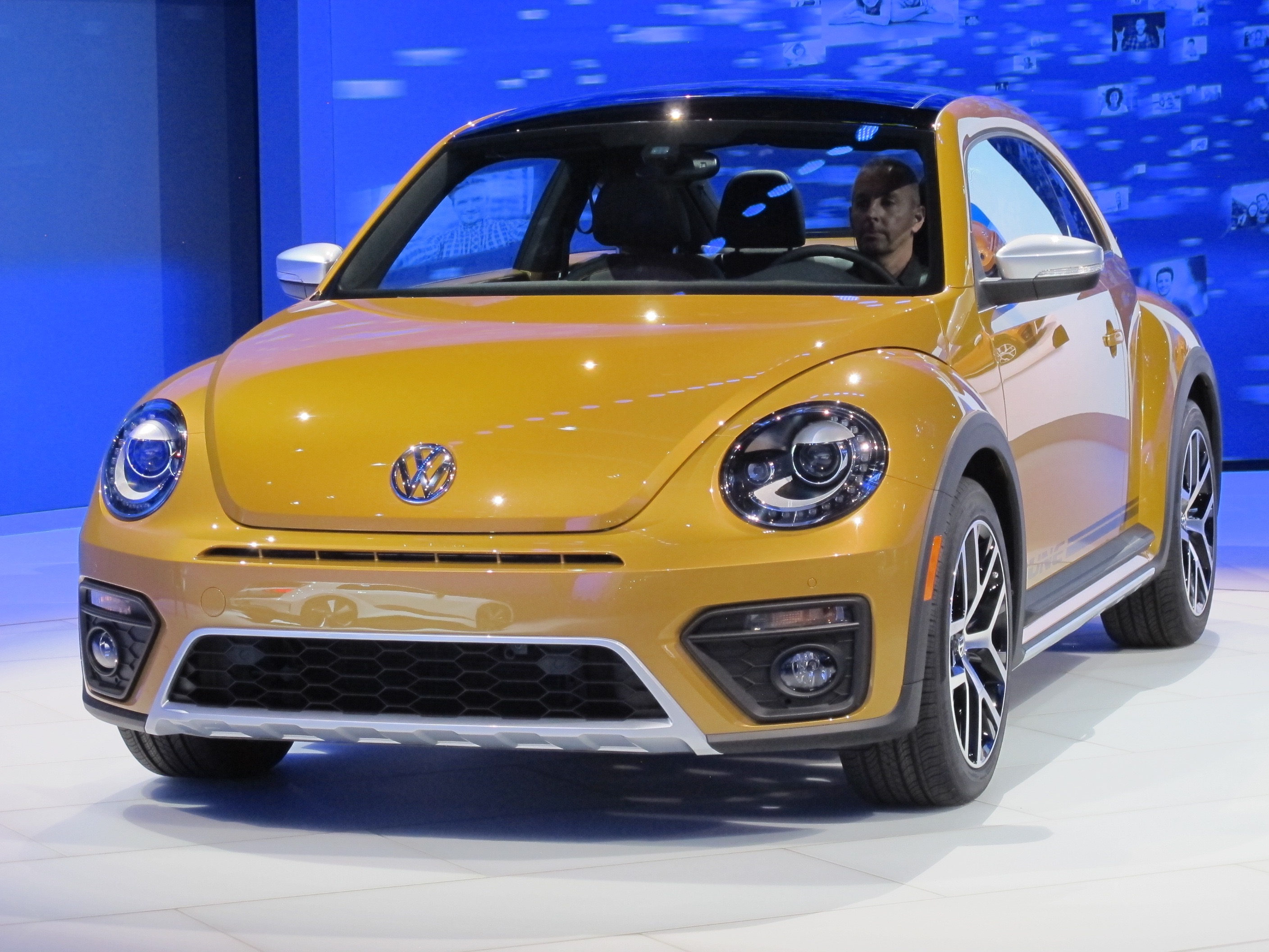 Kroger On Shelby Drive >> 2016 Volkswagen Beetle Gets Dune And Denim Special Editions