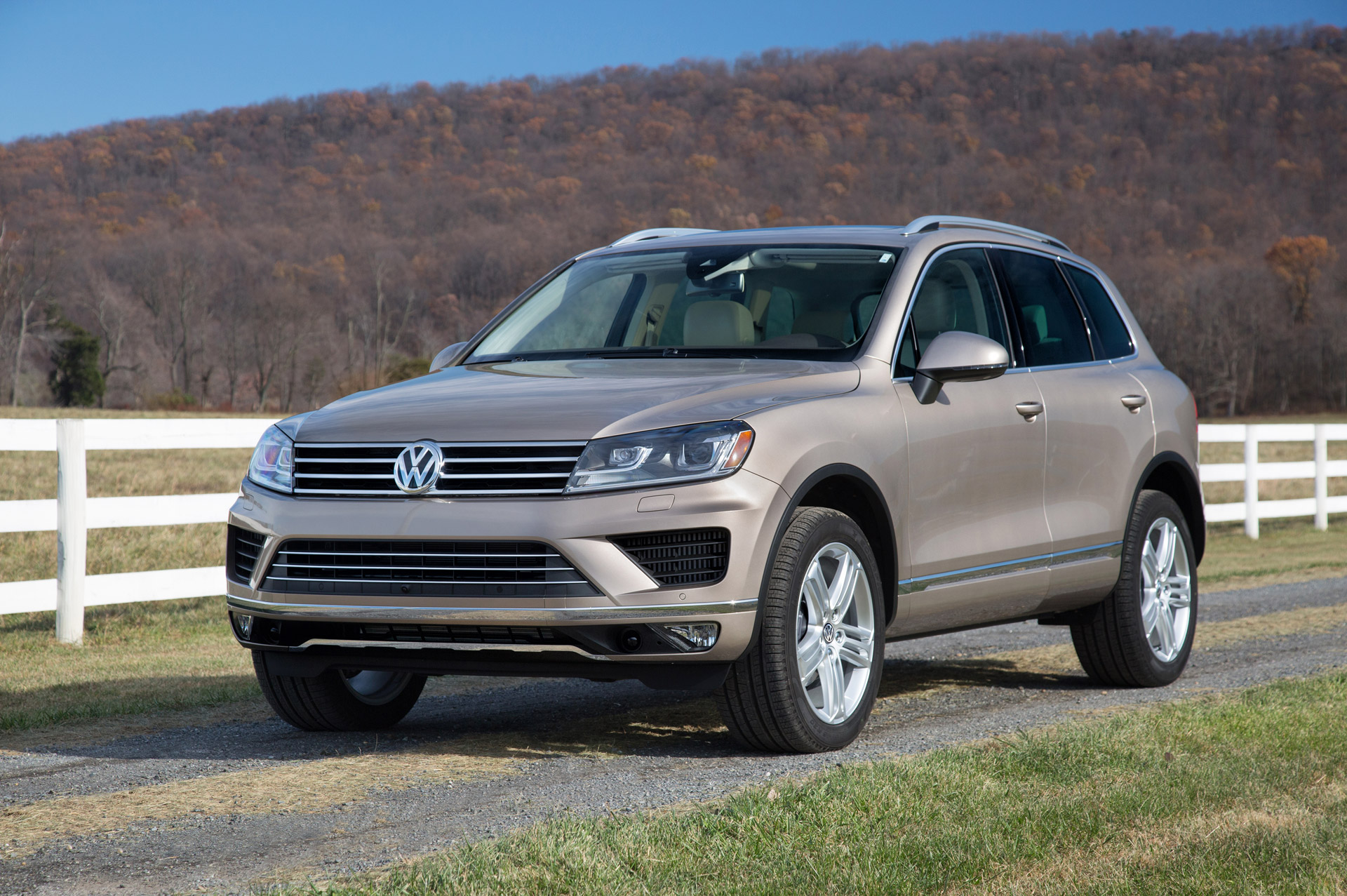 2016 Volkswagen Touareg Gets Price Reduction, Drops Hybrid ...