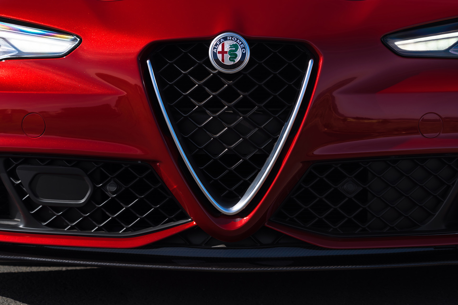 Alfa Romeo may offer a 350 hp Giulia