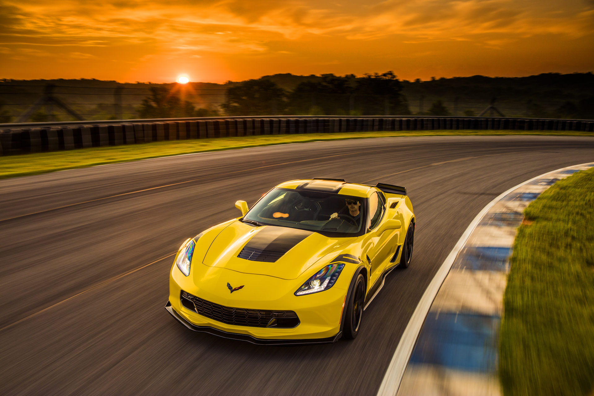 Chevrolet offering 10 percent off the Corvette in May