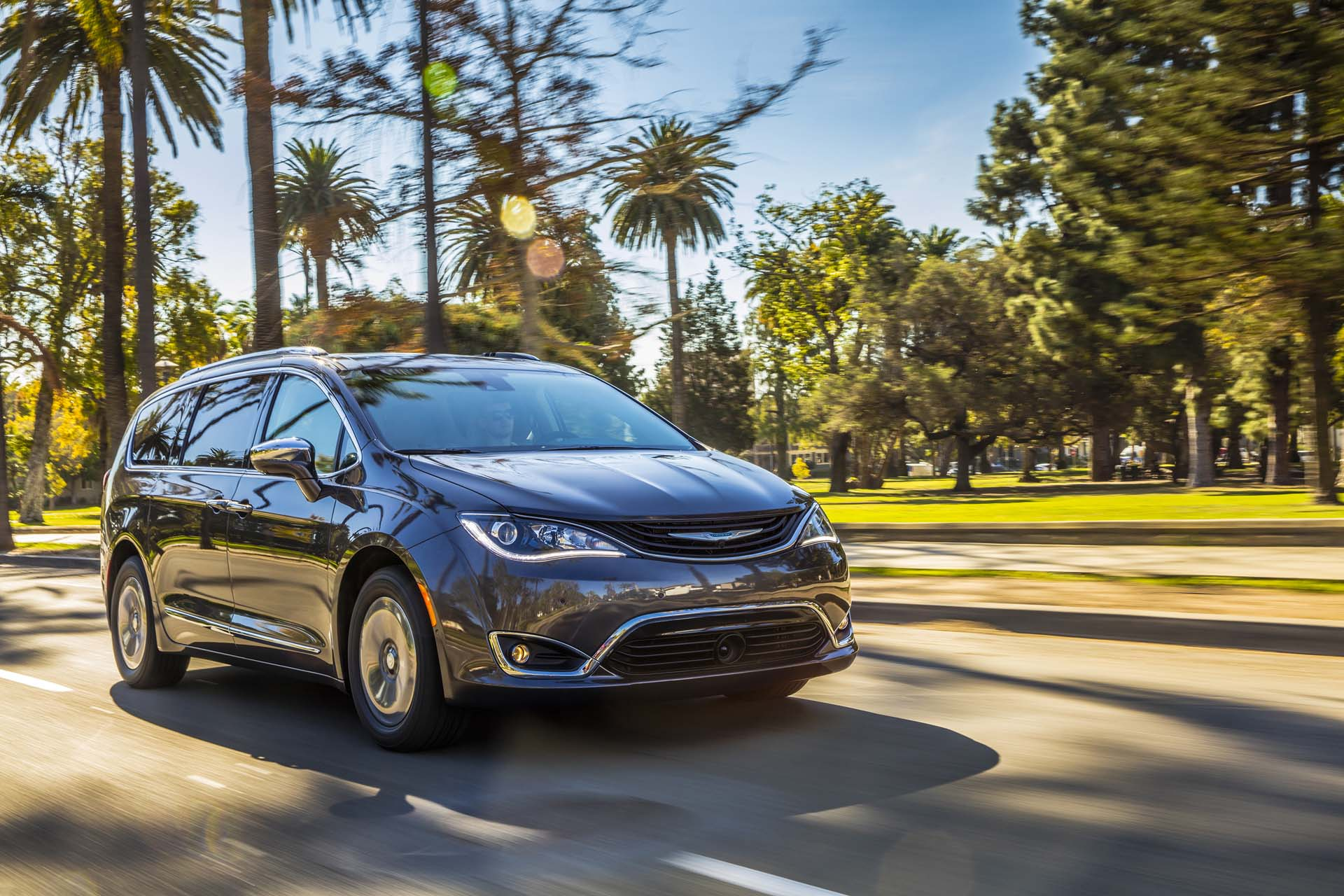 2017 Chrysler Pacifica Hybrid Plug In Minivan Recalled For Faulty Diode Updated