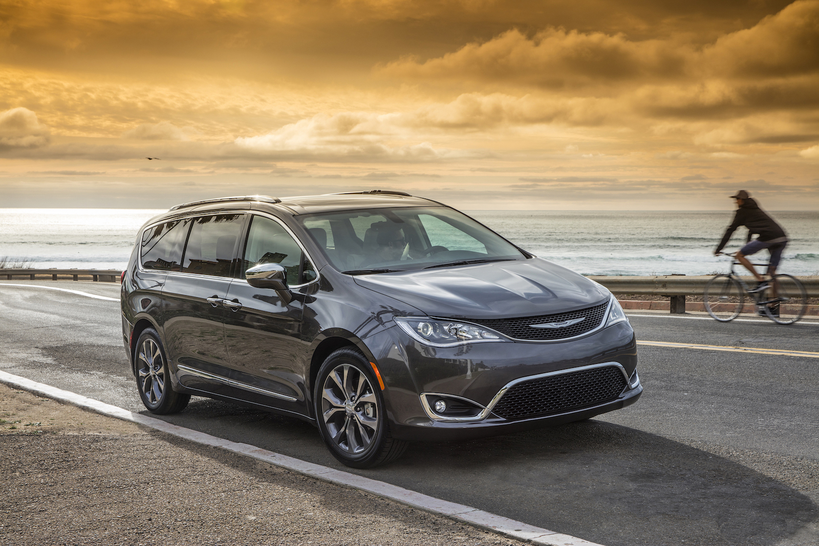 Chrysler Pacifica Hybrid: lifetime carbon emissions 24 percent lower vs standard minivan