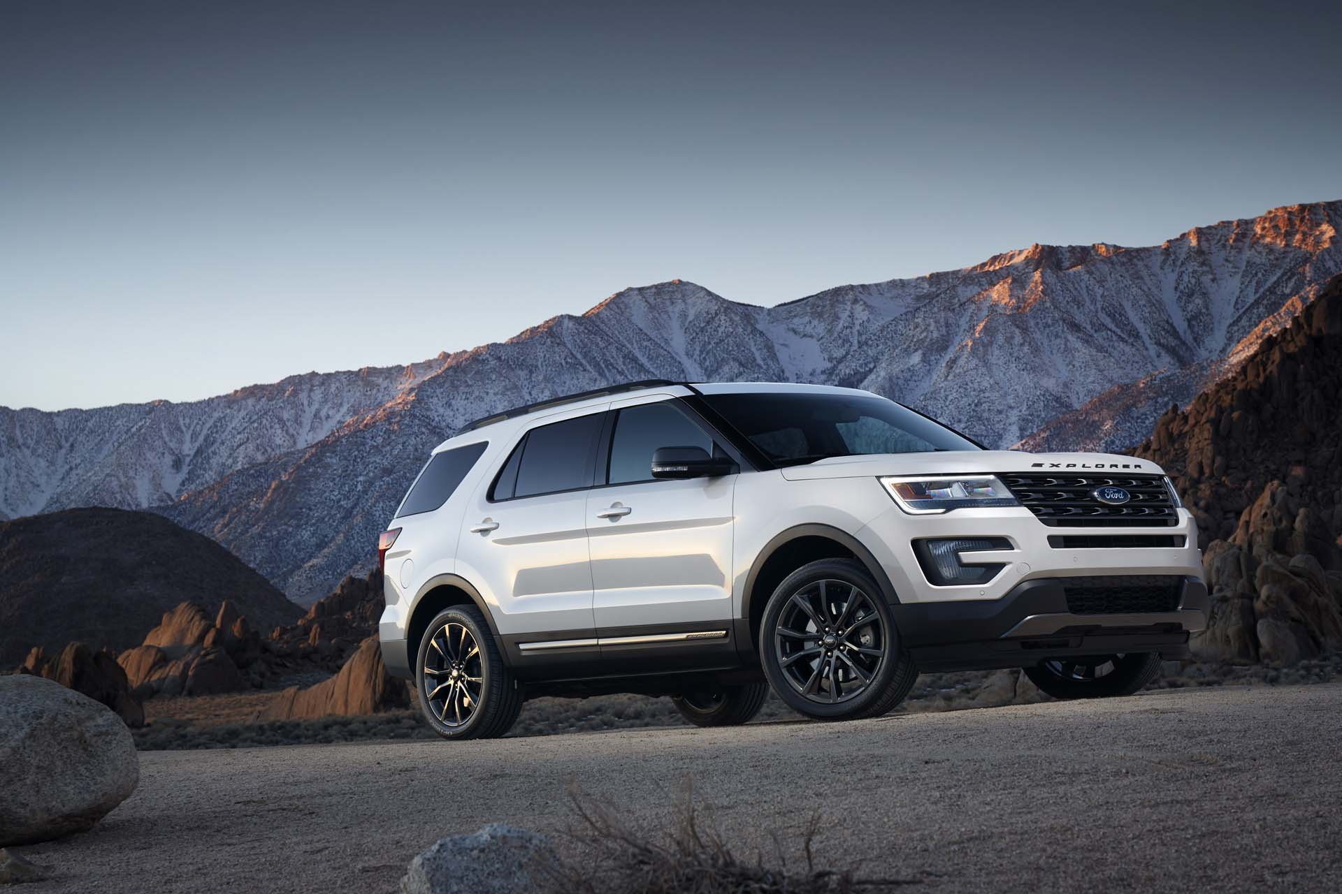 2016 Ford Explorer Mpg >> 2017 Ford Explorer Review Ratings Specs Prices And