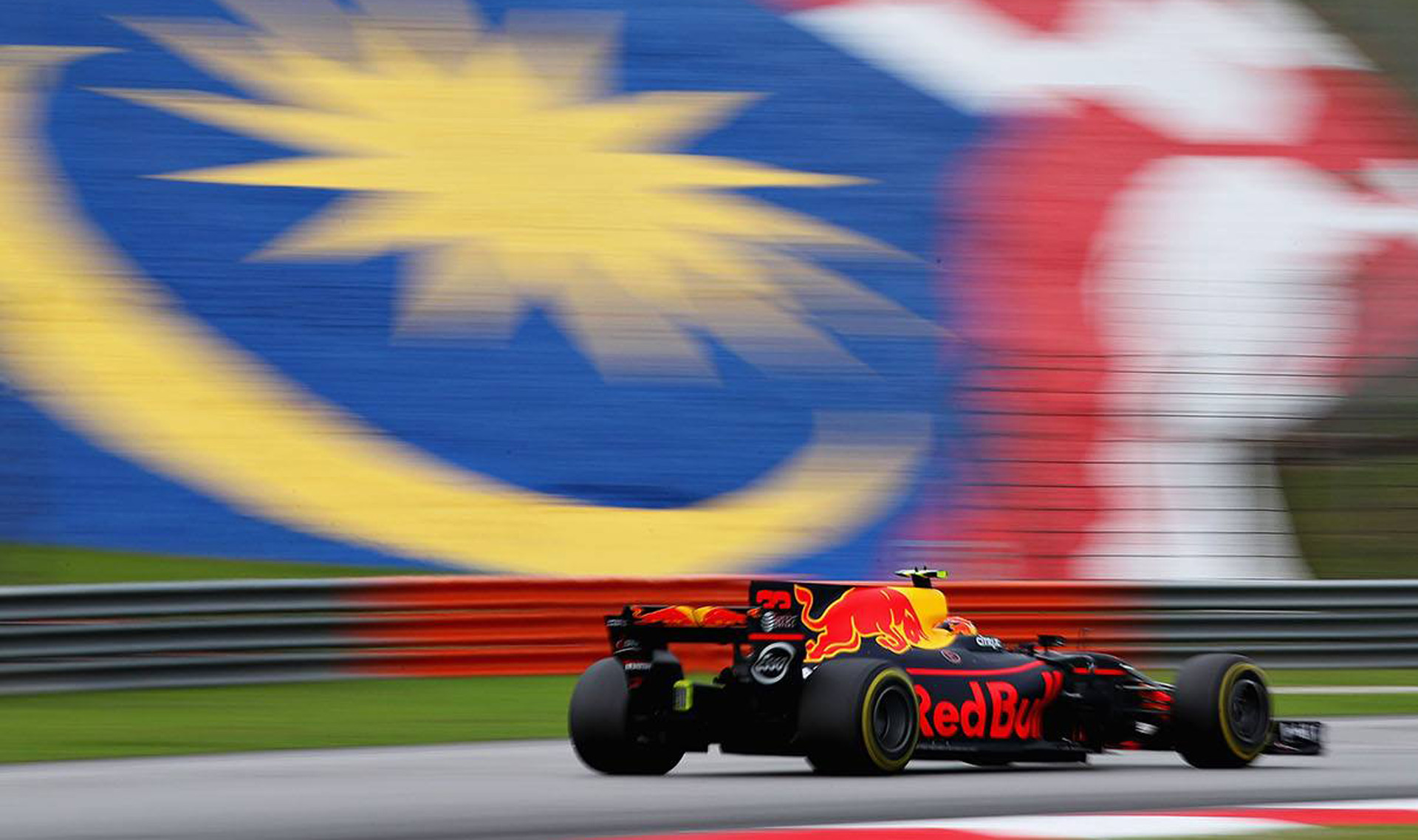 verstappen stuns with 2017 formula 1 malaysian grand prix win. Black Bedroom Furniture Sets. Home Design Ideas