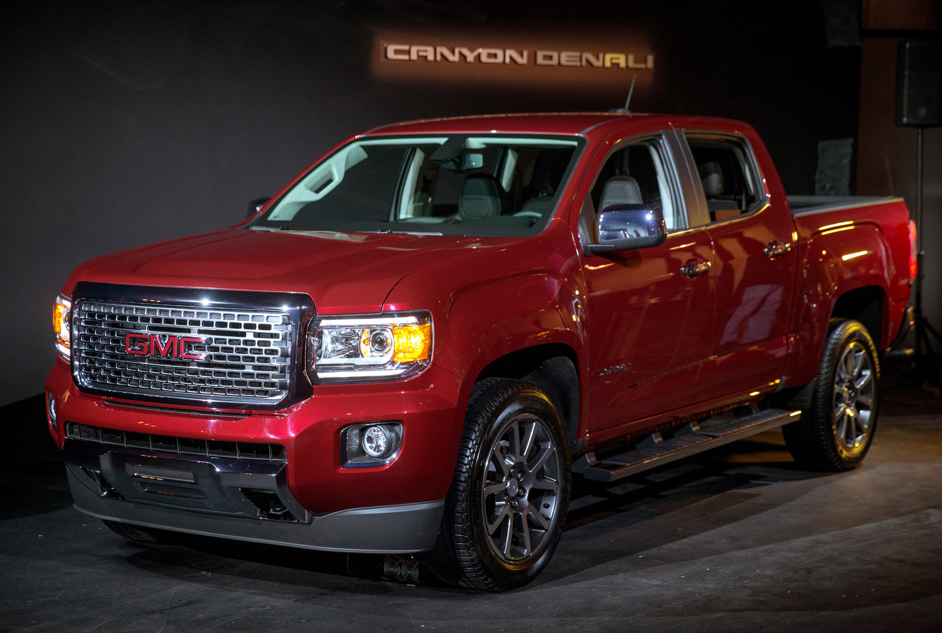 2017 gmc canyon denali drops in ahead of l a auto show. Black Bedroom Furniture Sets. Home Design Ideas