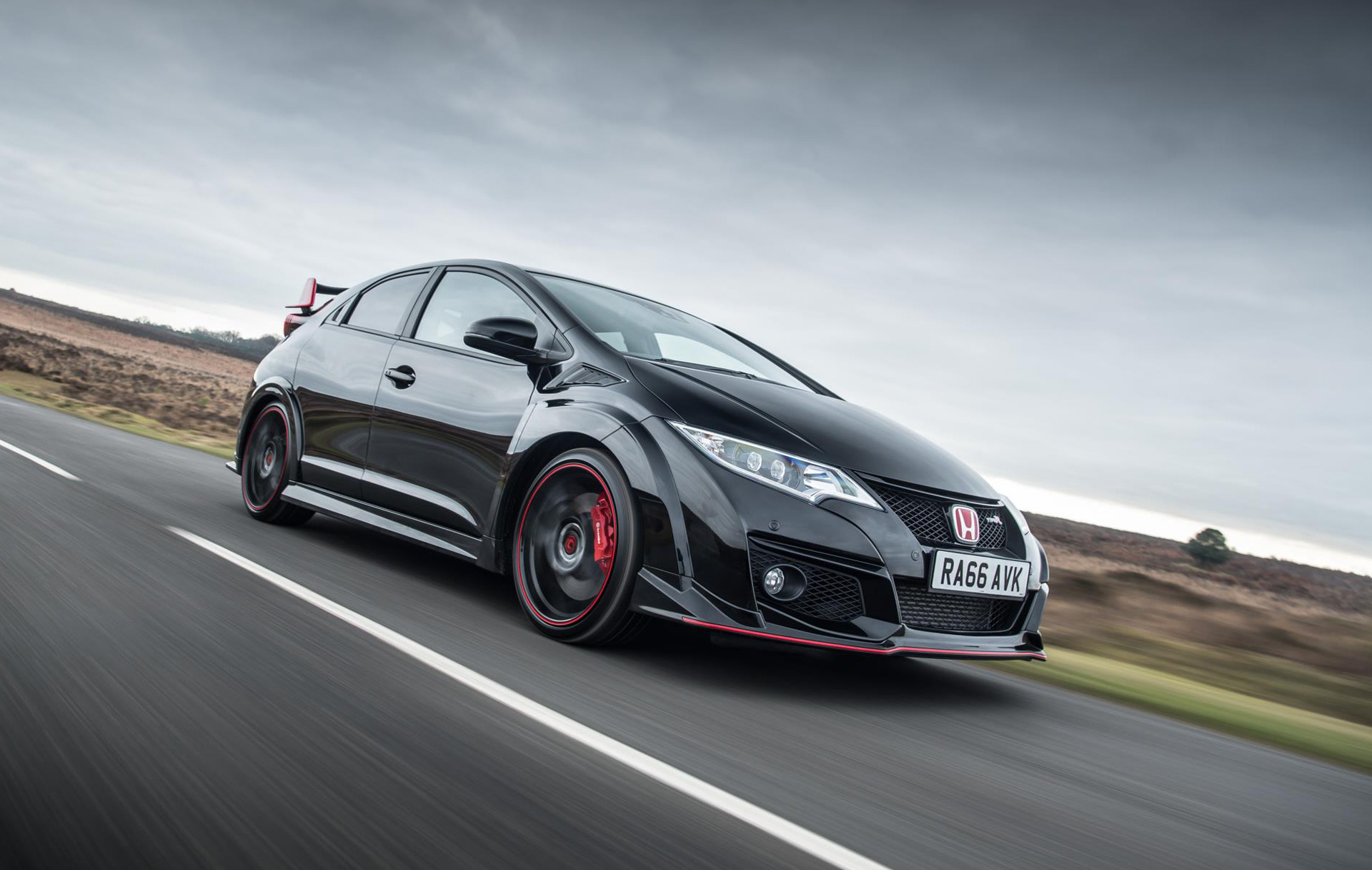 honda sends out current civic type r with black edition honda sends out current civic type r
