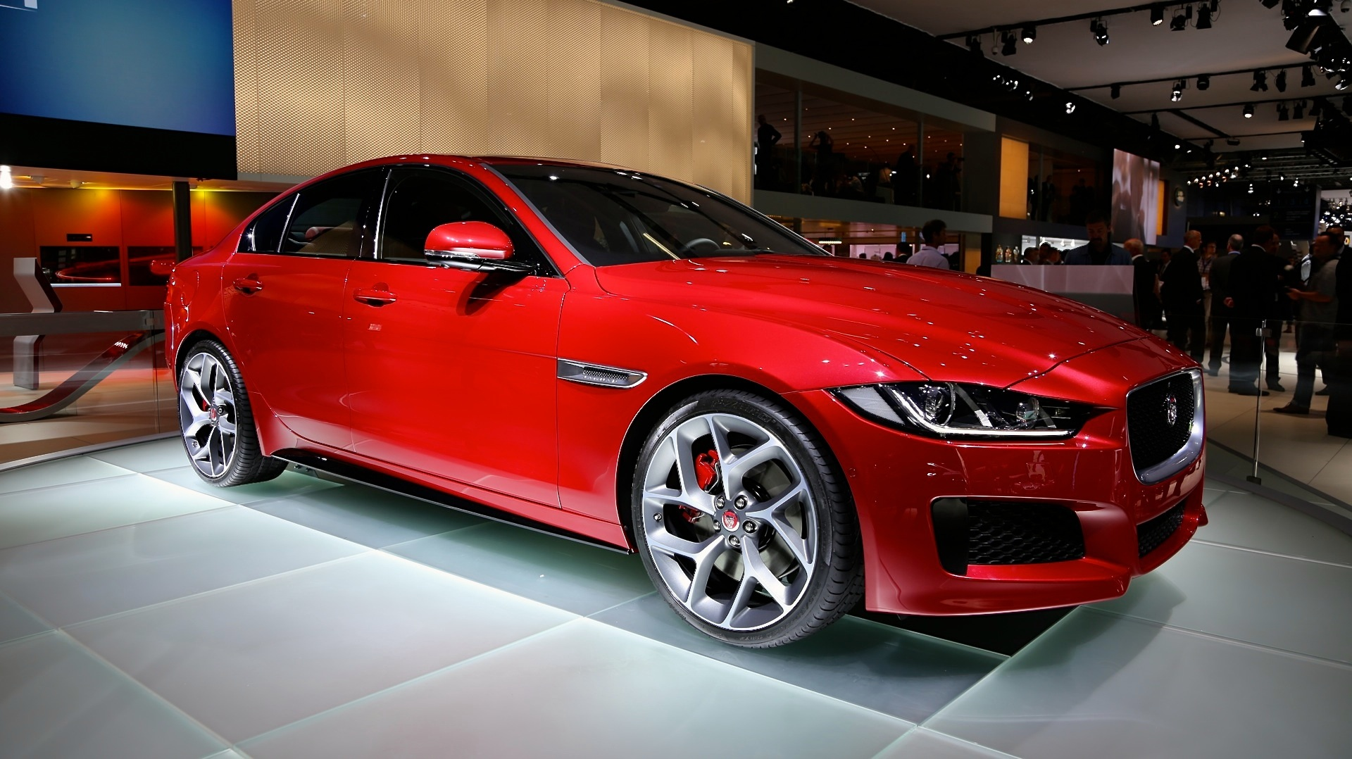 2017 Jaguar Xe Preview Live Photos