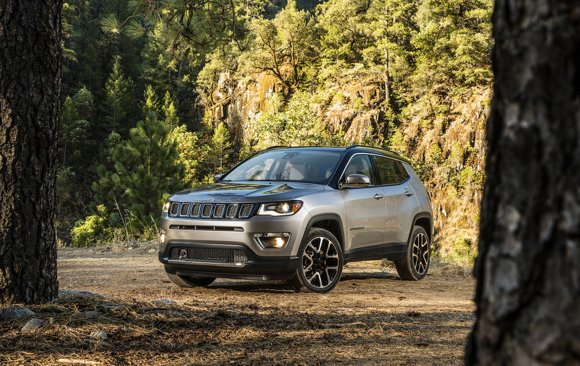 2017 jeep compass launched in la new small suv for growing jeep lineup. Black Bedroom Furniture Sets. Home Design Ideas