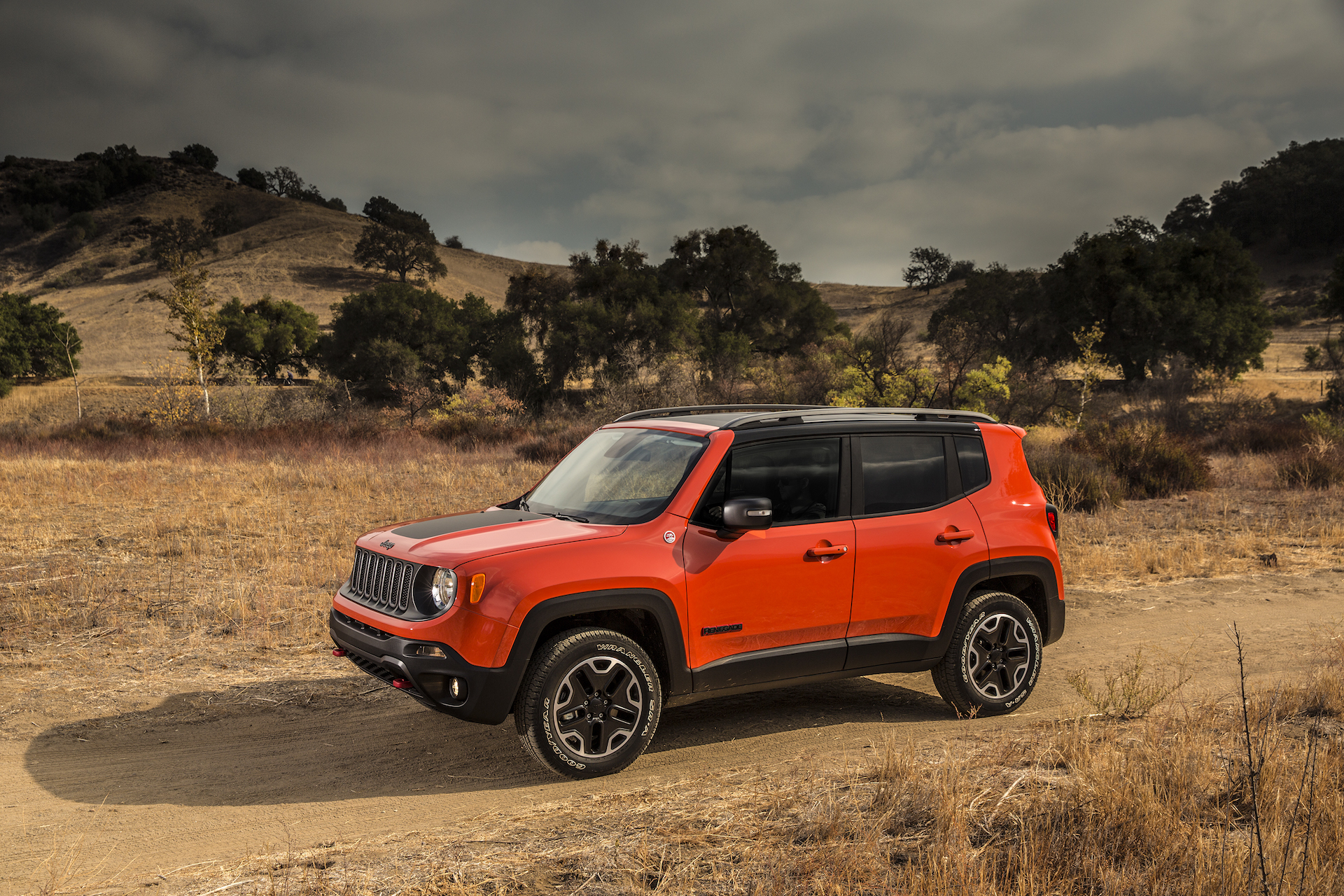 Jeep Renegade Trailhawk For Sale >> 2017 Jeep Renegade vs. 2017 Chevrolet Trax: Compare Cars