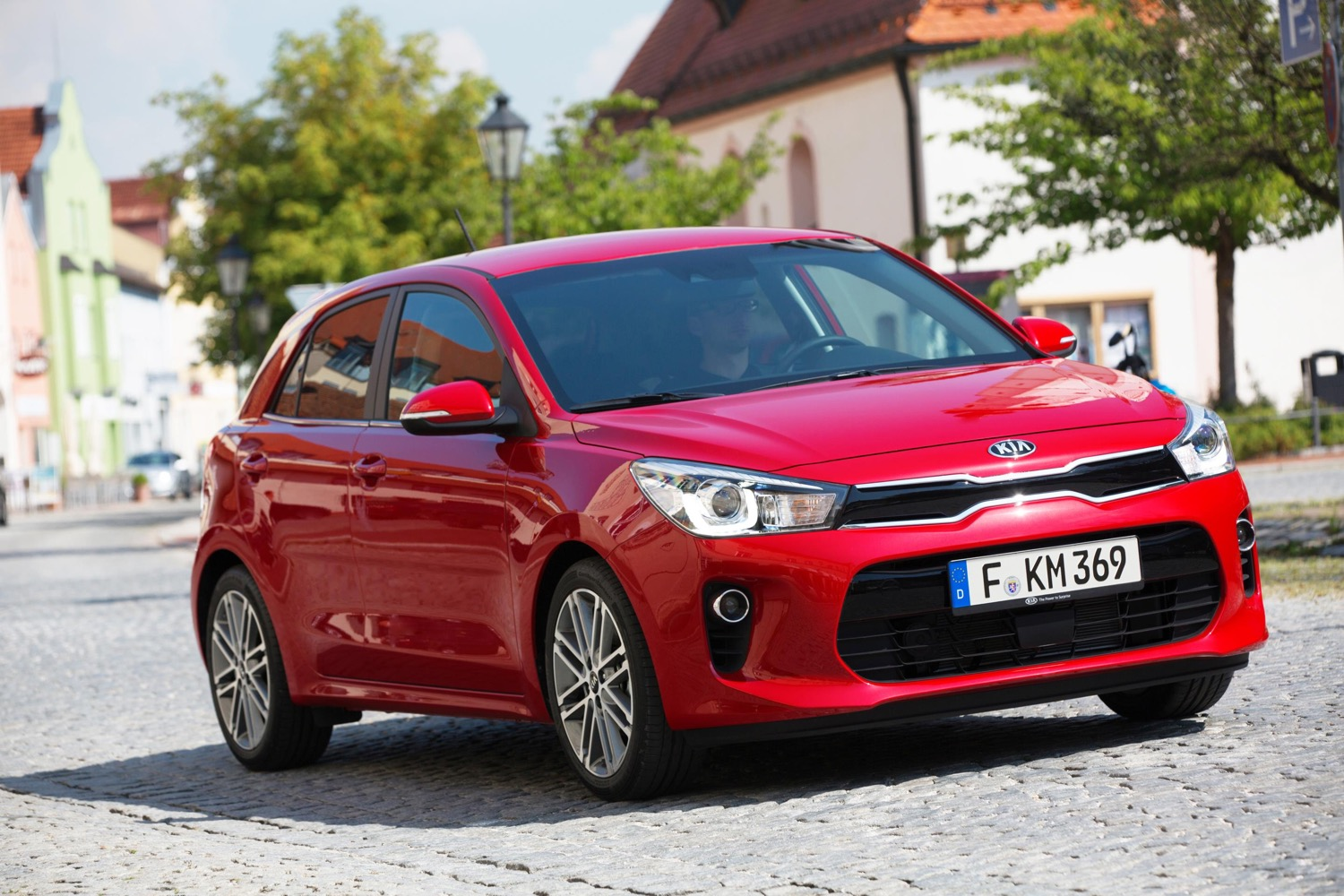new kia rio sub pact debuts at paris motor show