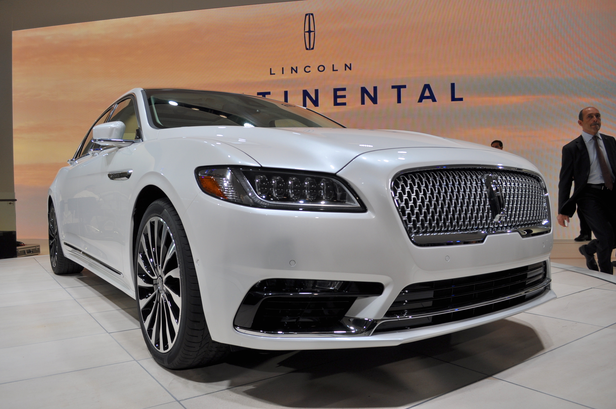 2017 Lincoln Continental Lands At Detroit Auto Show Live