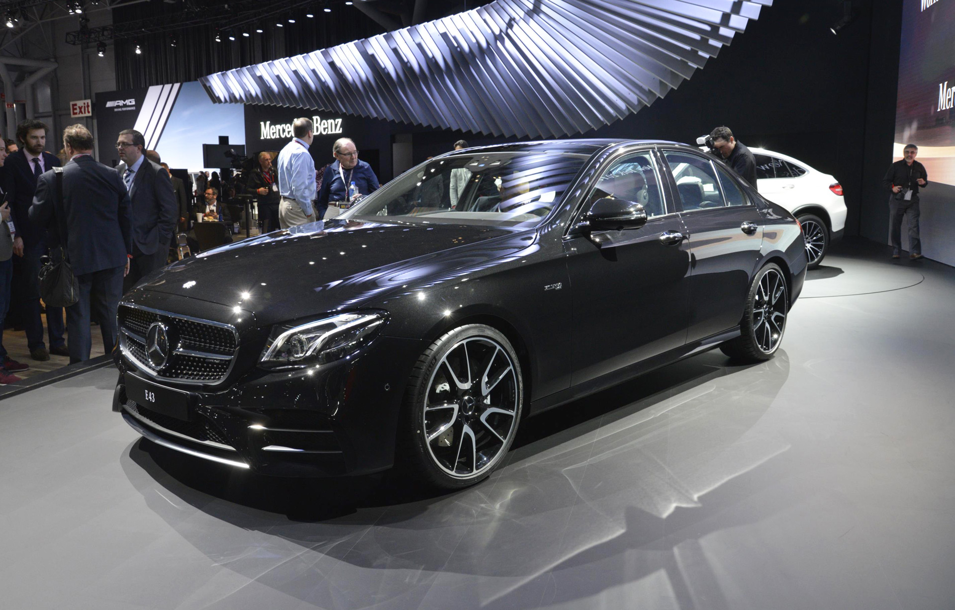 2017 Mercedes Amg E43 Revealed At New York Auto Show Live Photos And Video