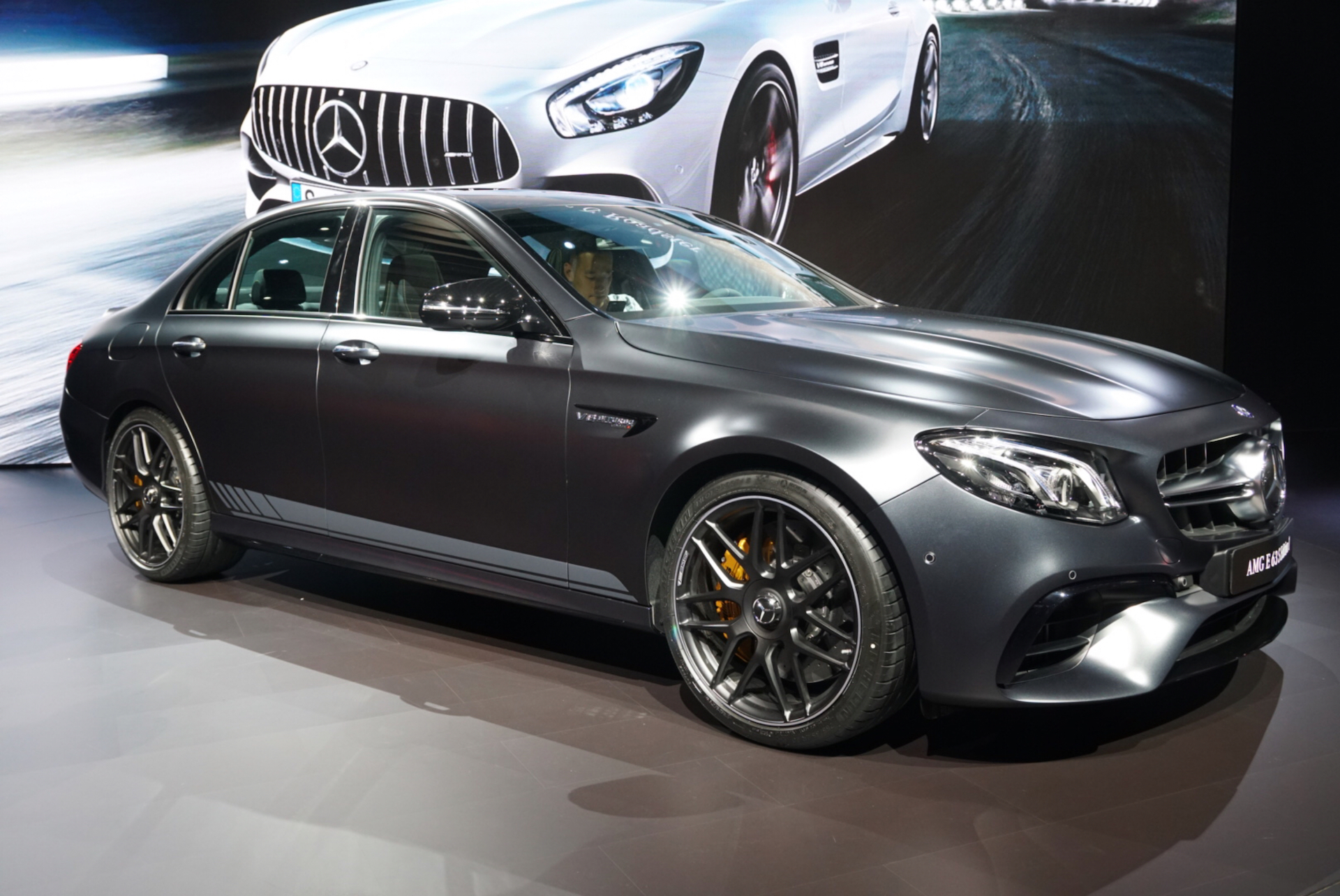 mercedes amg unveils new e63 at 2016 la auto show. Black Bedroom Furniture Sets. Home Design Ideas