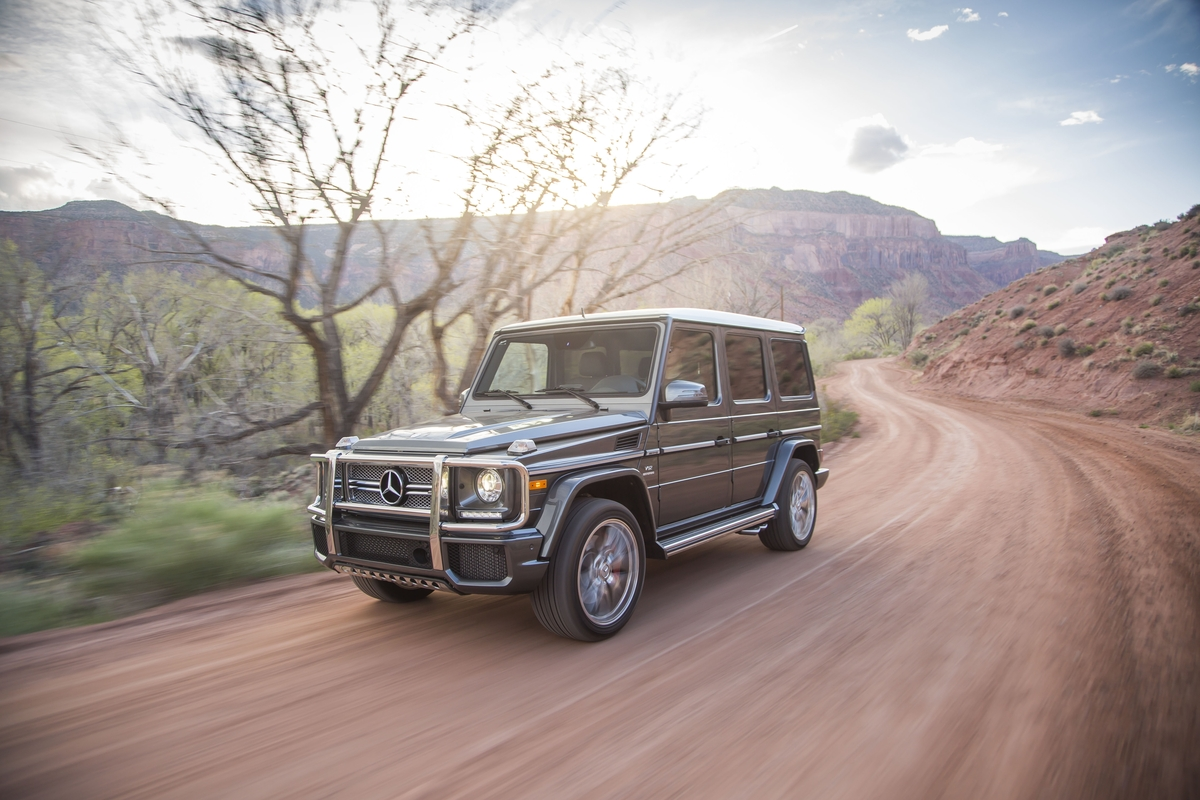 2017 mercedes benz g class features review the car for Mercedes benz g class pictures