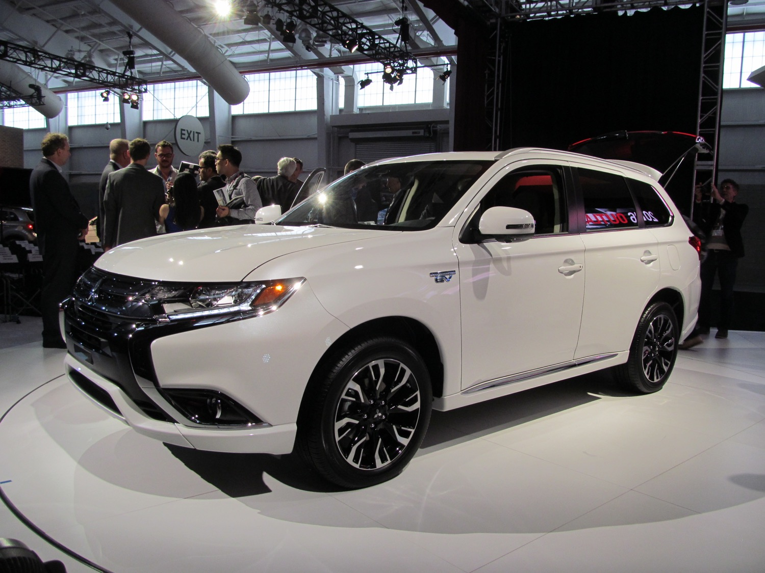 2017 mitsubishi outlander delayed for u s again specs may change. Black Bedroom Furniture Sets. Home Design Ideas