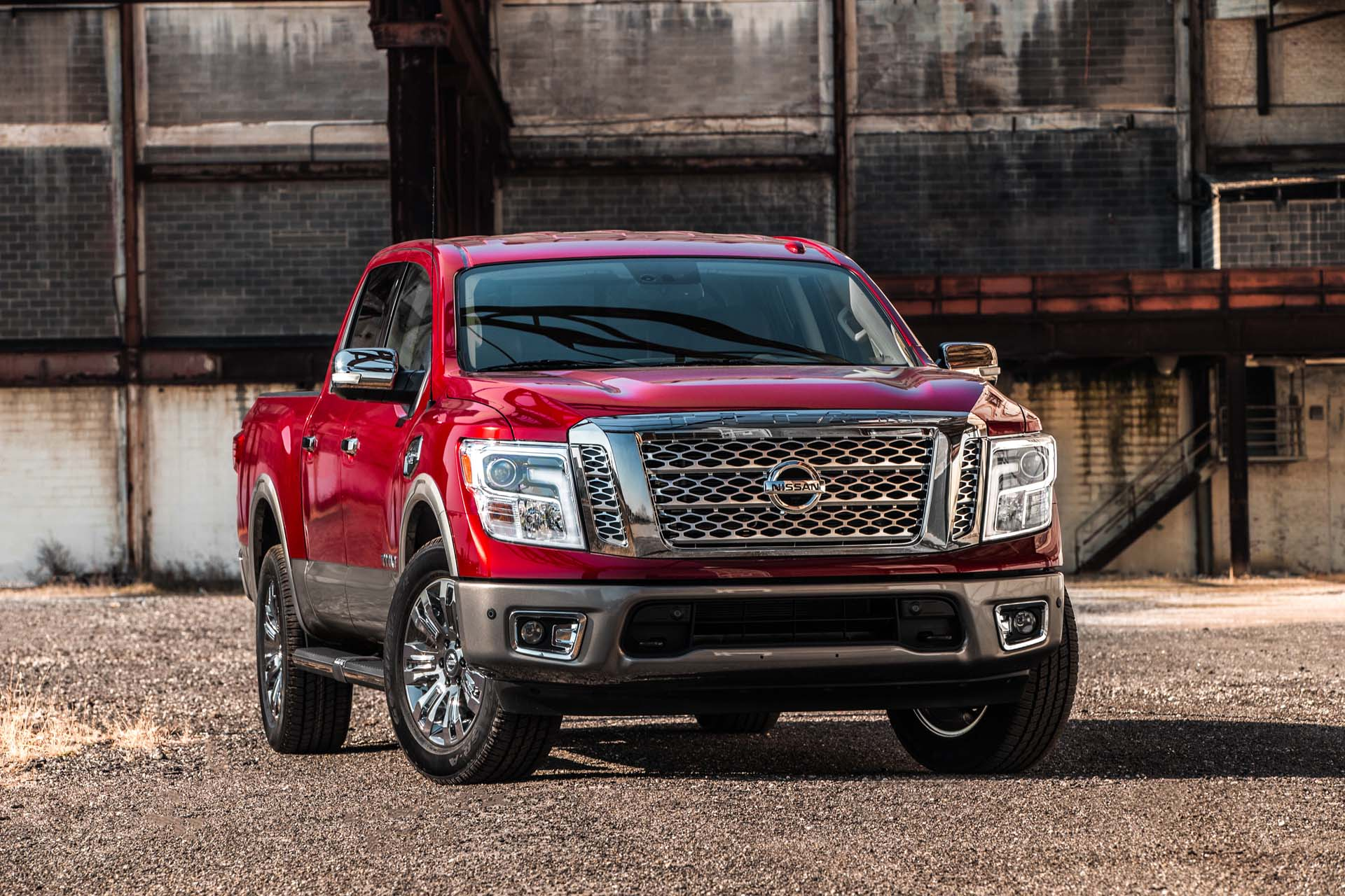 Nissan Warranty 2017 >> 2017 Nissan Titan Comes Out Swinging With 5 Year 100 000