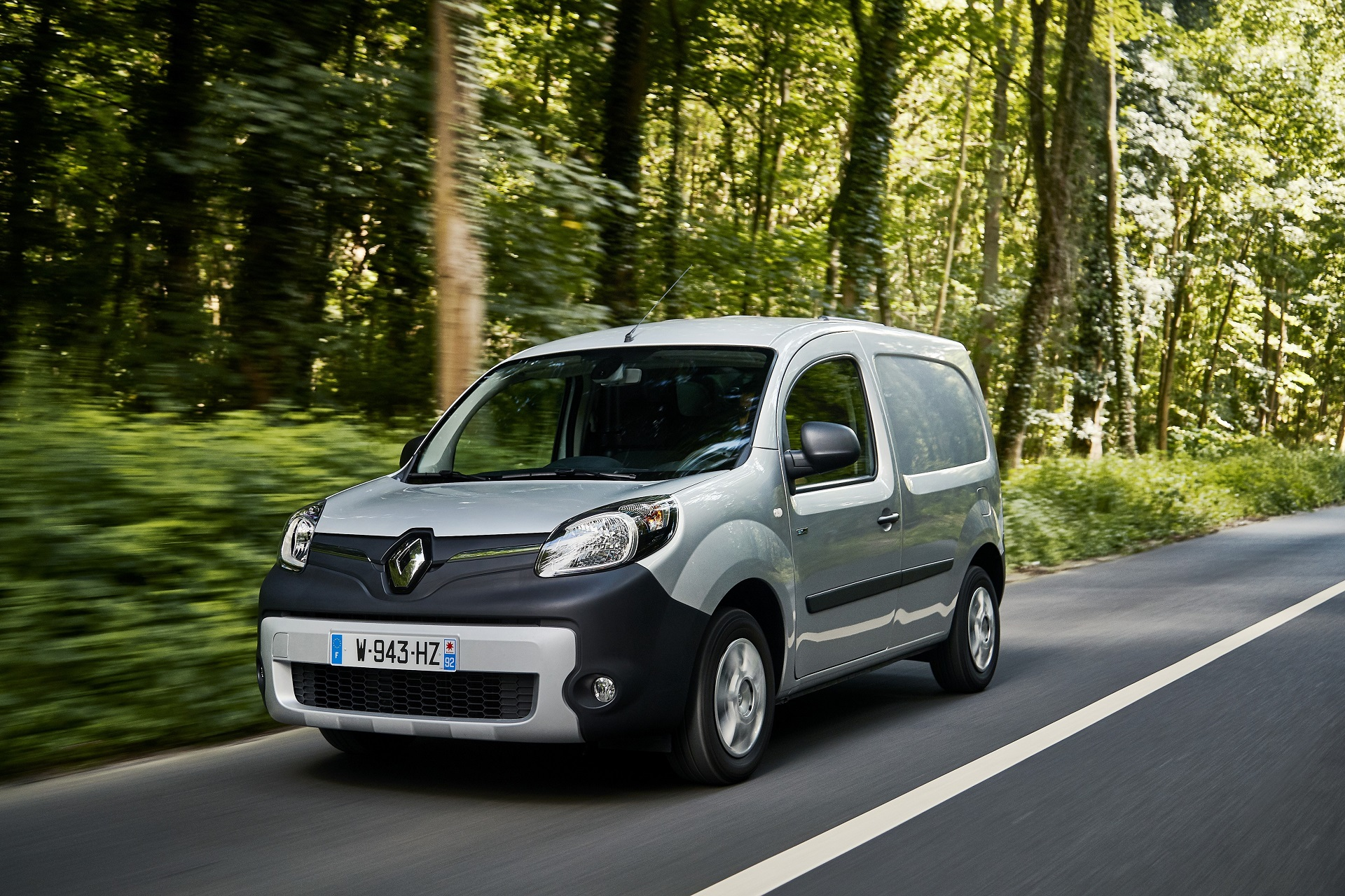 renault kangoo ze small electric van now on sale with. Black Bedroom Furniture Sets. Home Design Ideas