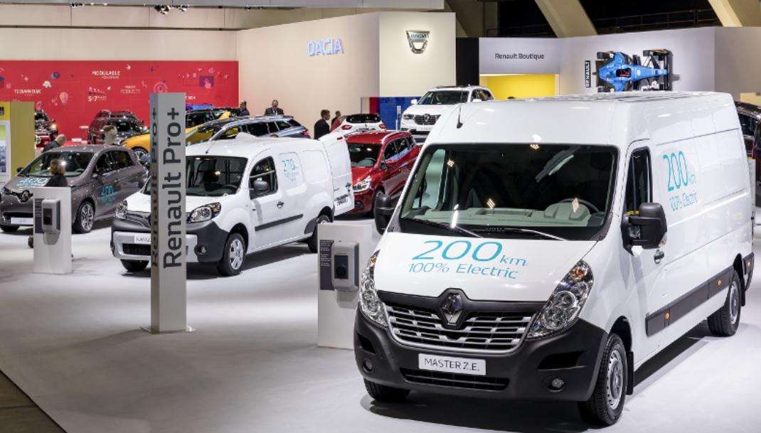 5bdca20559 Renault adds new Master ZE larger electric delivery van