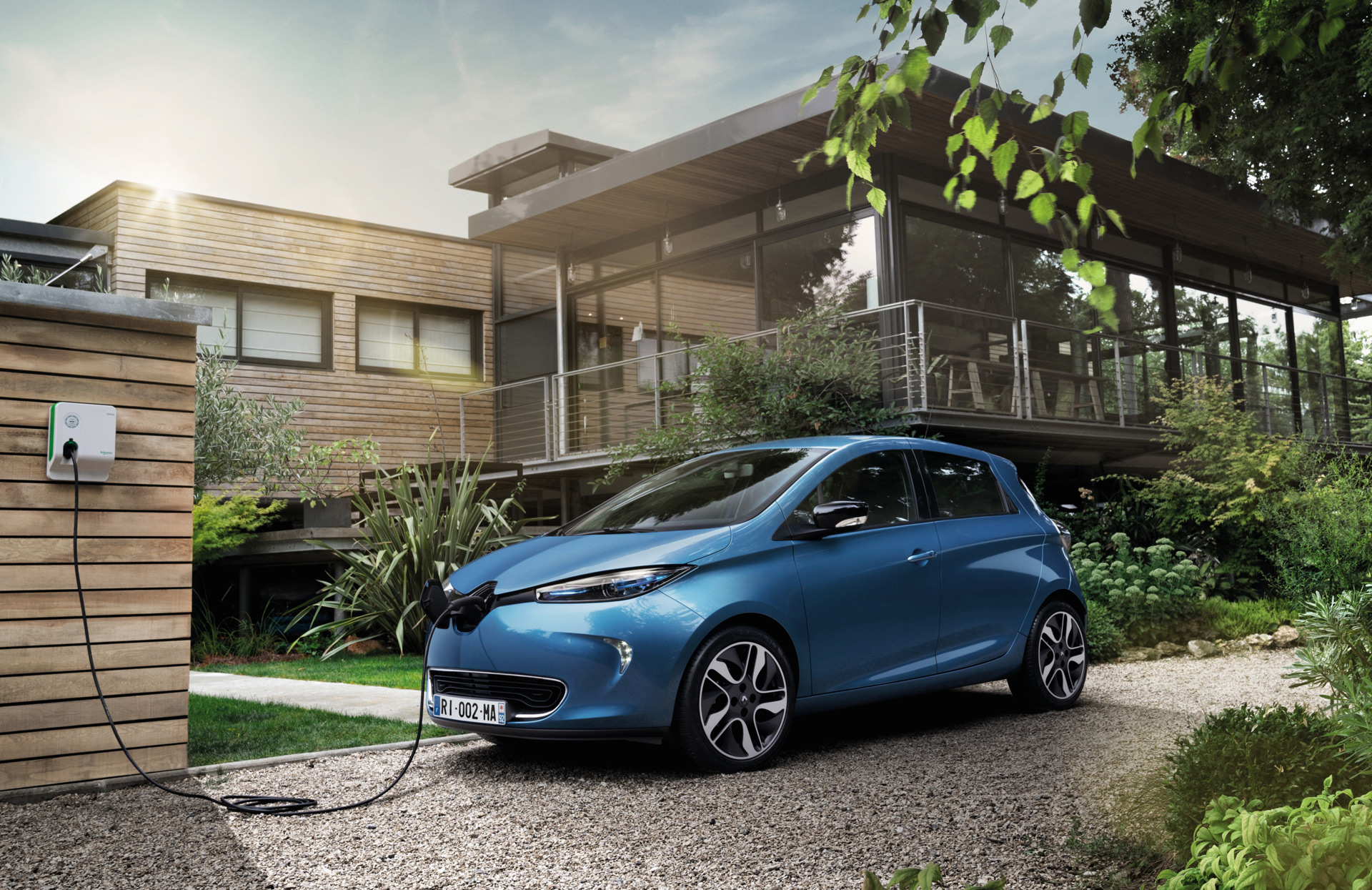 Long Range Renault Zoe Electric Car Reviewed In U K Forbidden Fruit