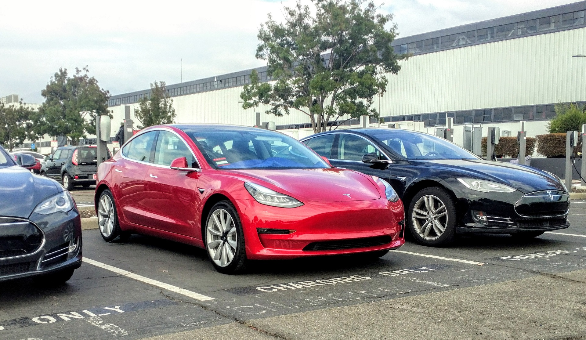 epa rates 2017 tesla model 3 at 310 miles of range now find one. Black Bedroom Furniture Sets. Home Design Ideas