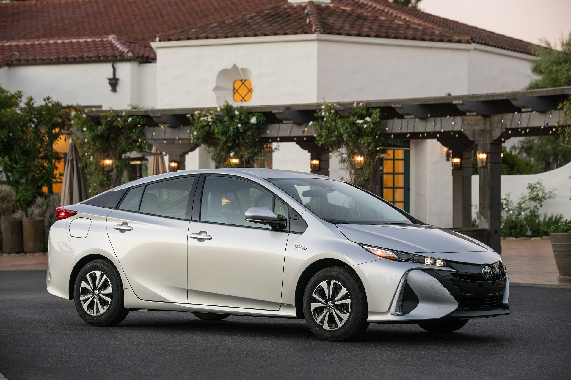 2017 toyota prius prime rated at impressive 133 mpge. Black Bedroom Furniture Sets. Home Design Ideas