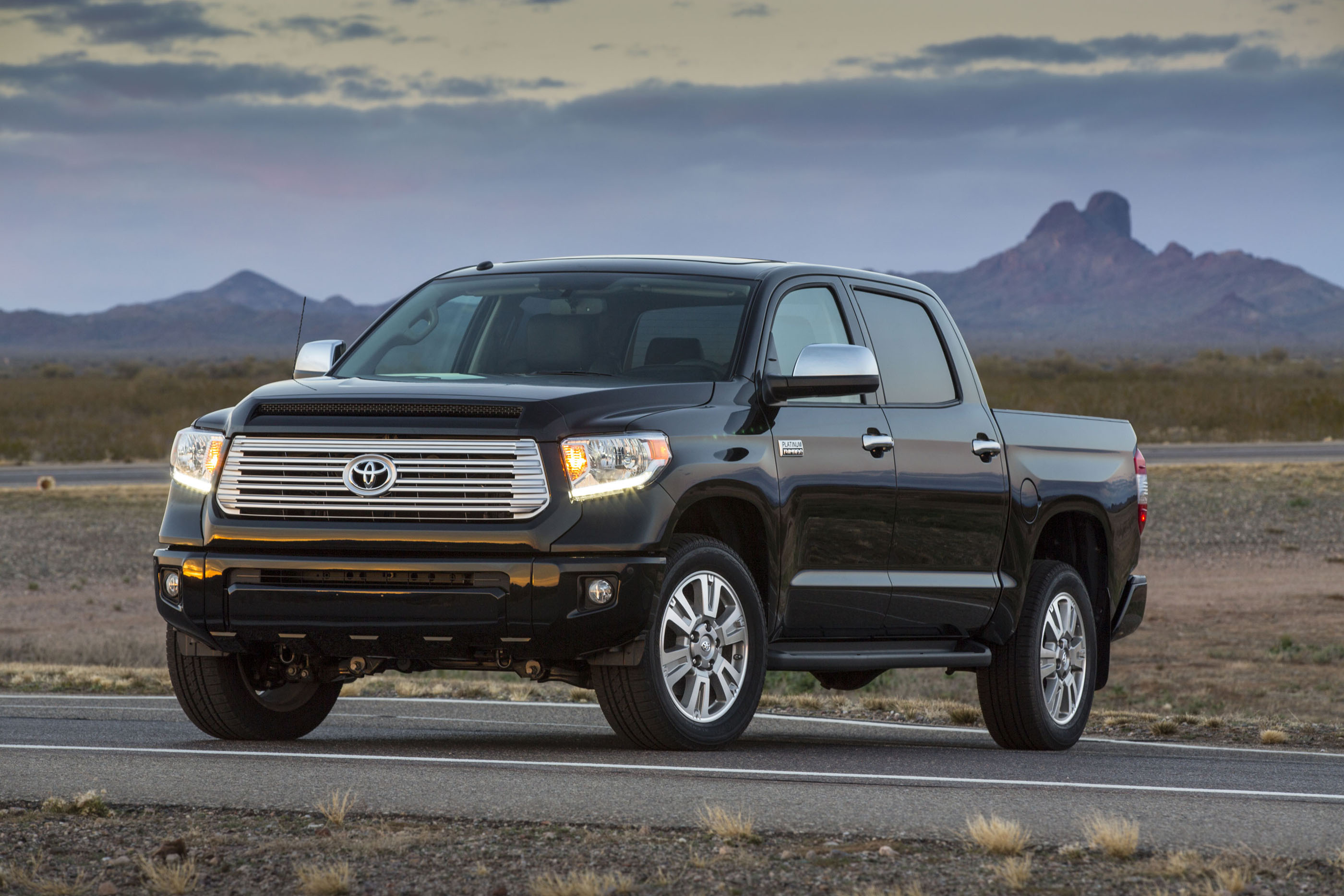 2017 Toyota Tundra Mpg >> 2017 Toyota Tundra Review Ratings Specs Prices And