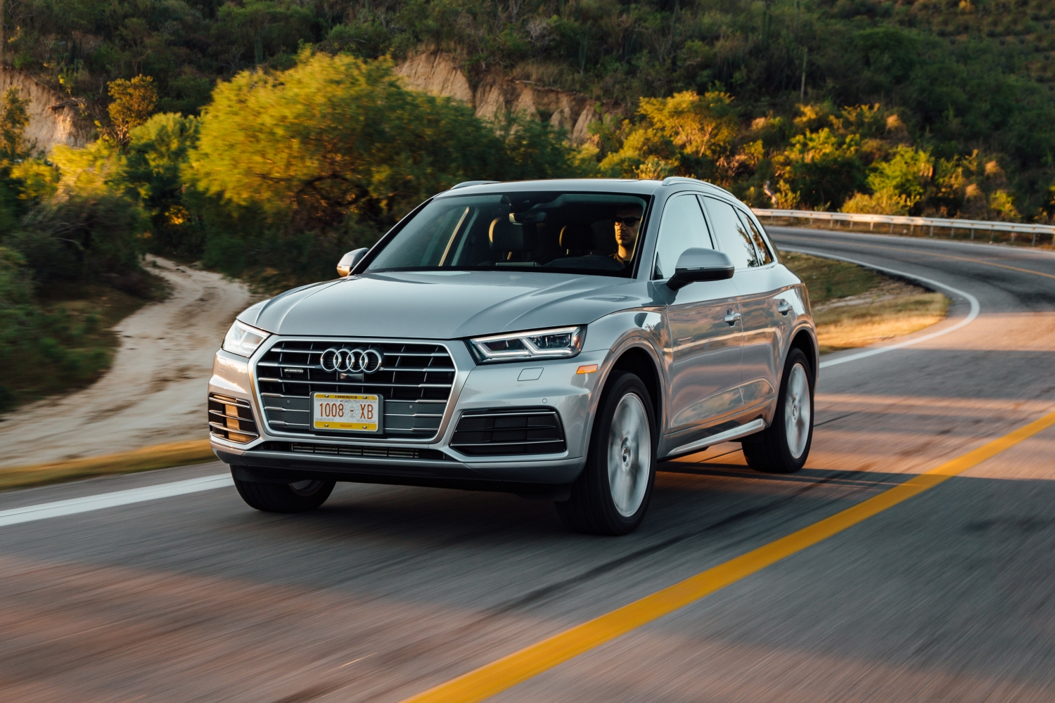 2018 audi q5 first drive review everything you expect in a better package. Black Bedroom Furniture Sets. Home Design Ideas