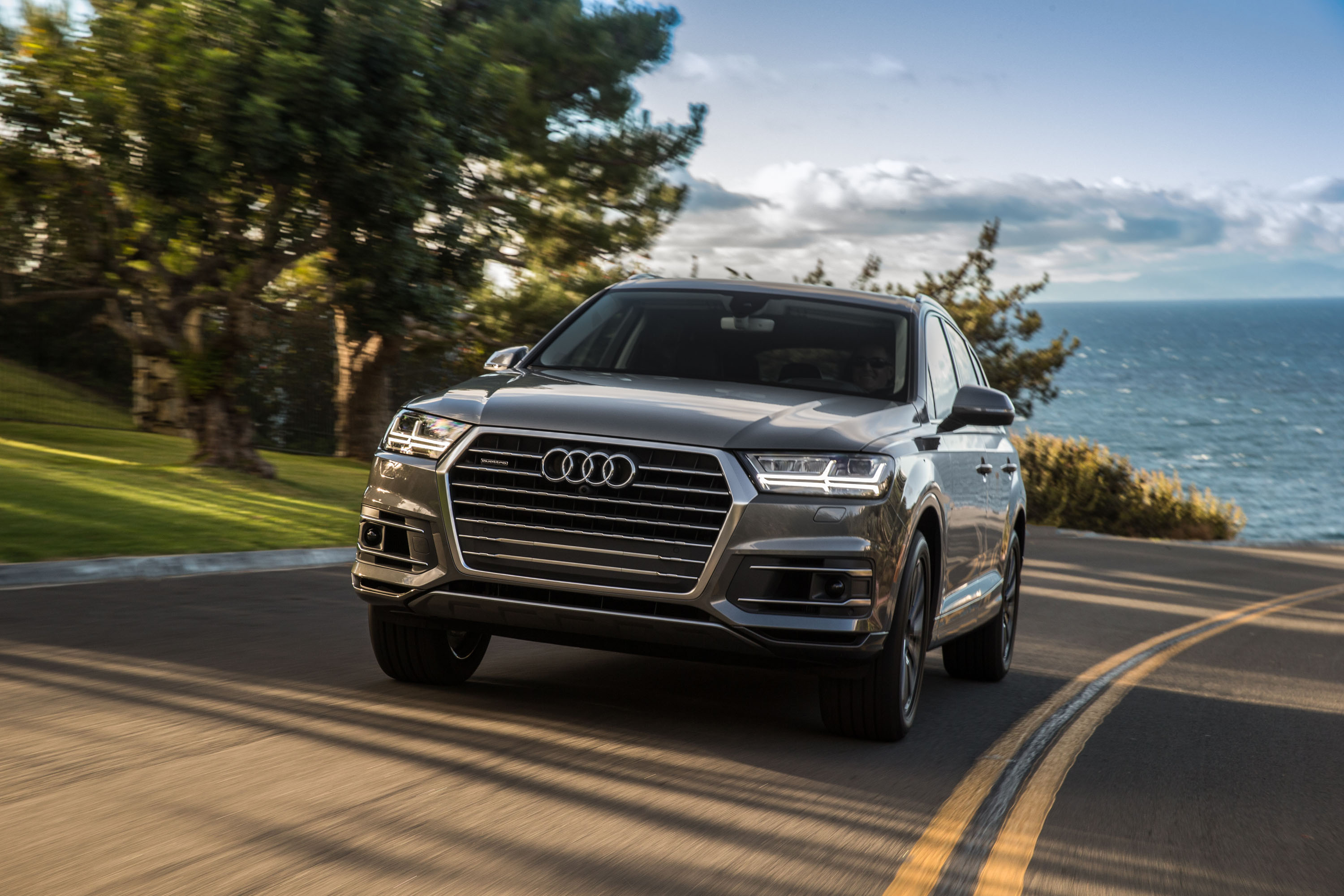 new and used audi q7 prices photos reviews specs the. Black Bedroom Furniture Sets. Home Design Ideas