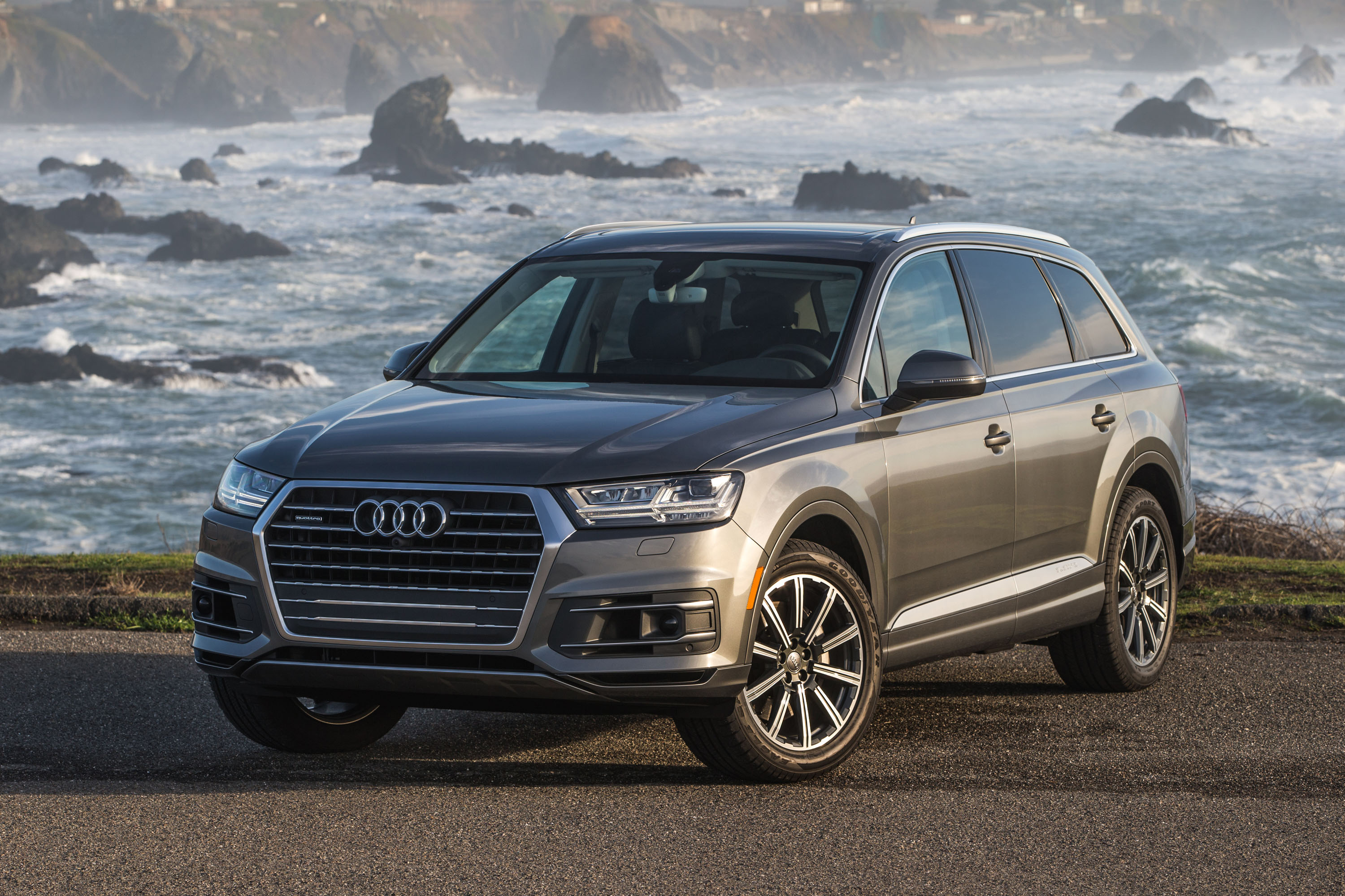 2018 audi q7 premium plus first drive review. Black Bedroom Furniture Sets. Home Design Ideas