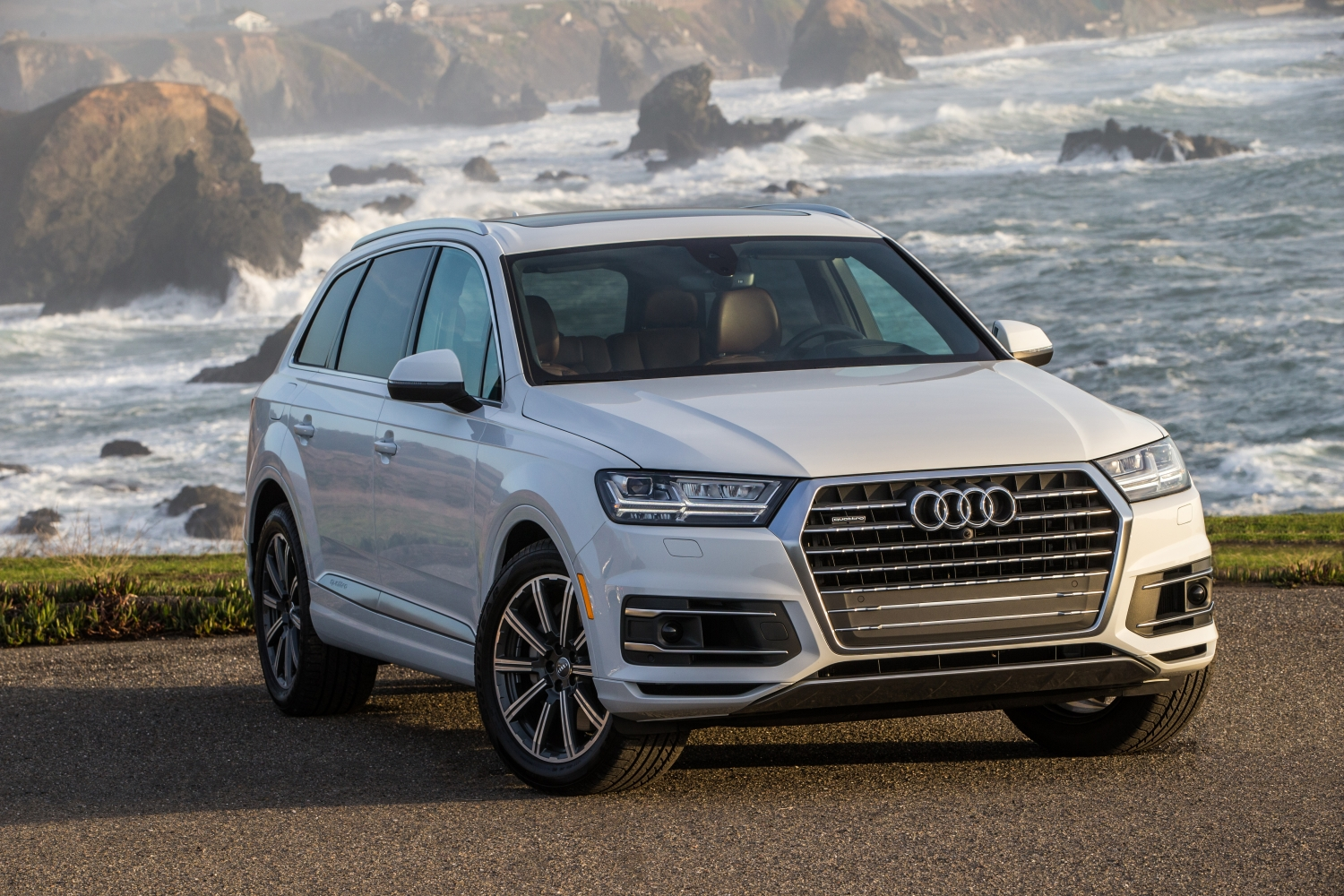 new and used audi q7 prices photos reviews specs the car connection. Black Bedroom Furniture Sets. Home Design Ideas