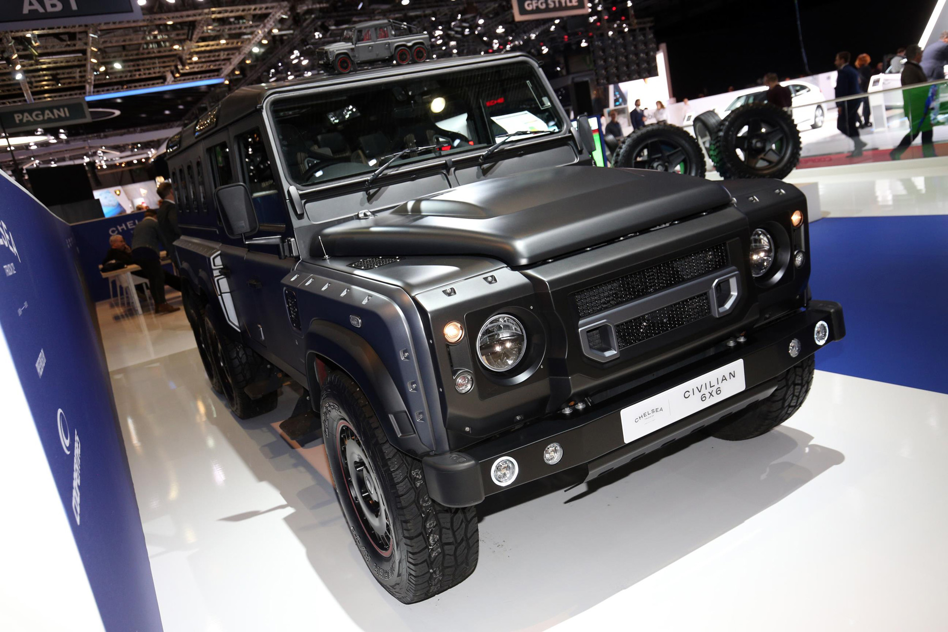 kahn design s chelsea truck company rolls out defender based 6x6