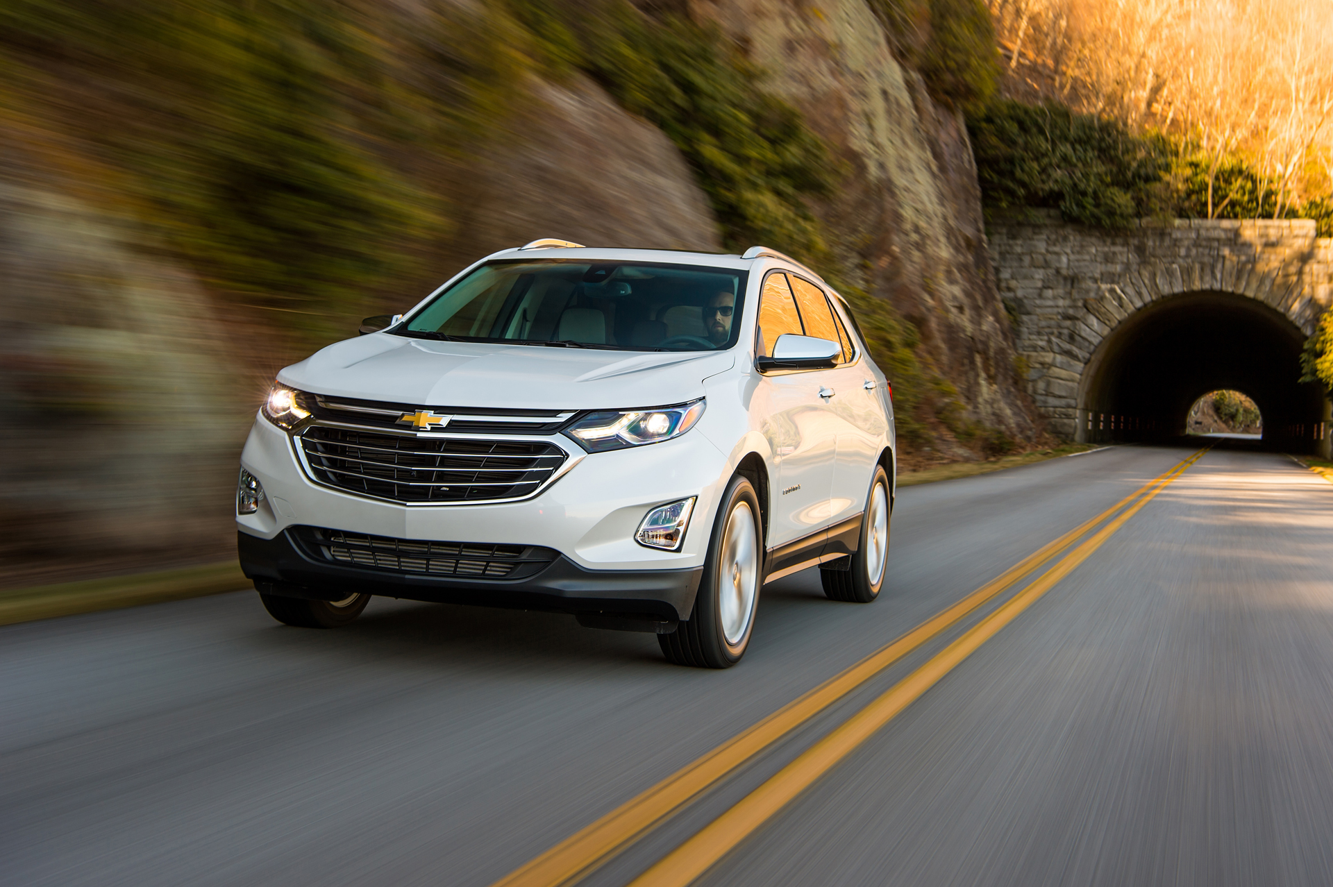 2018 chevrolet equinox chevy performance review the car connection. Black Bedroom Furniture Sets. Home Design Ideas