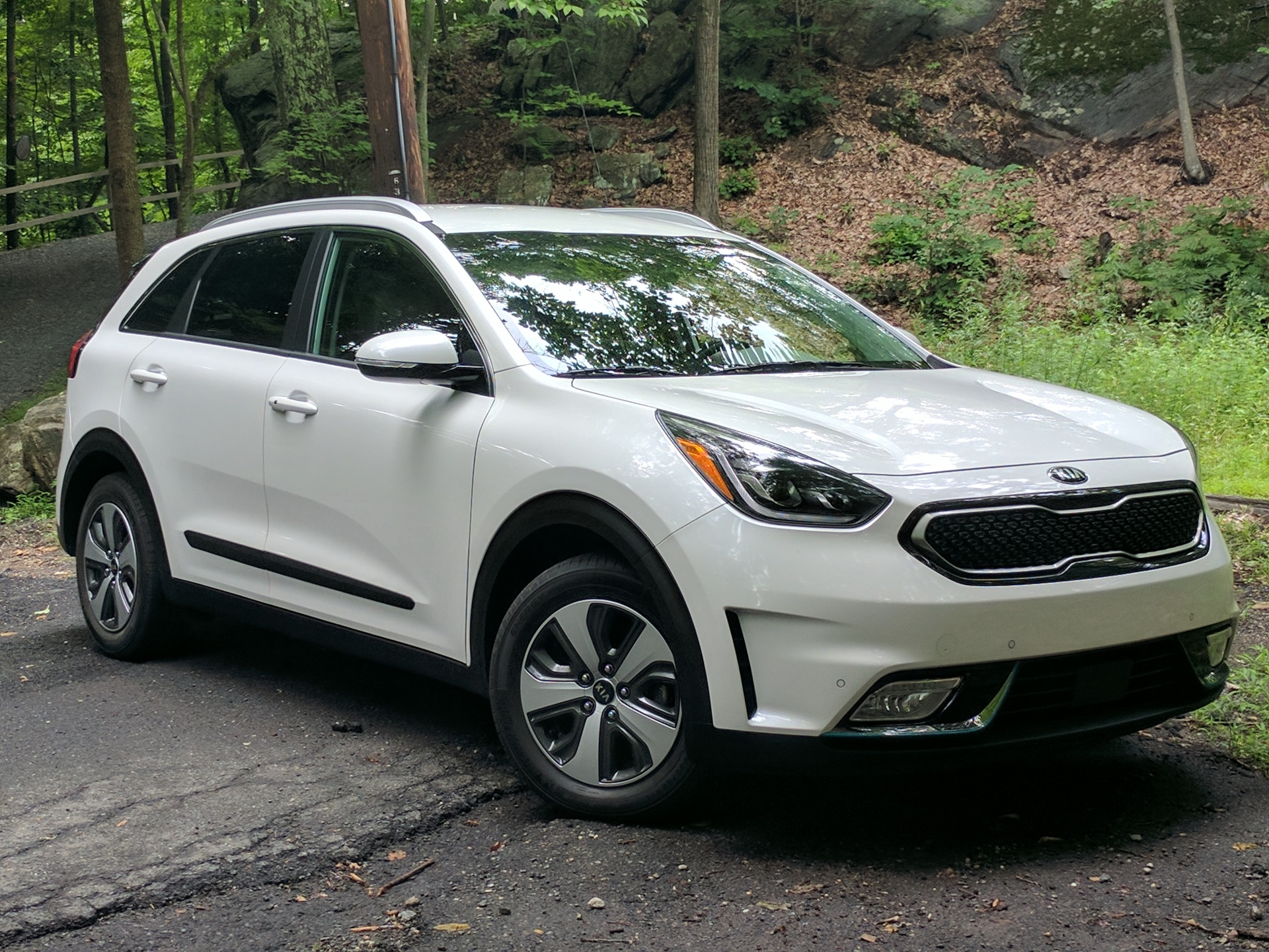 2018 kia niro plug in hybrid review ratings specs. Black Bedroom Furniture Sets. Home Design Ideas