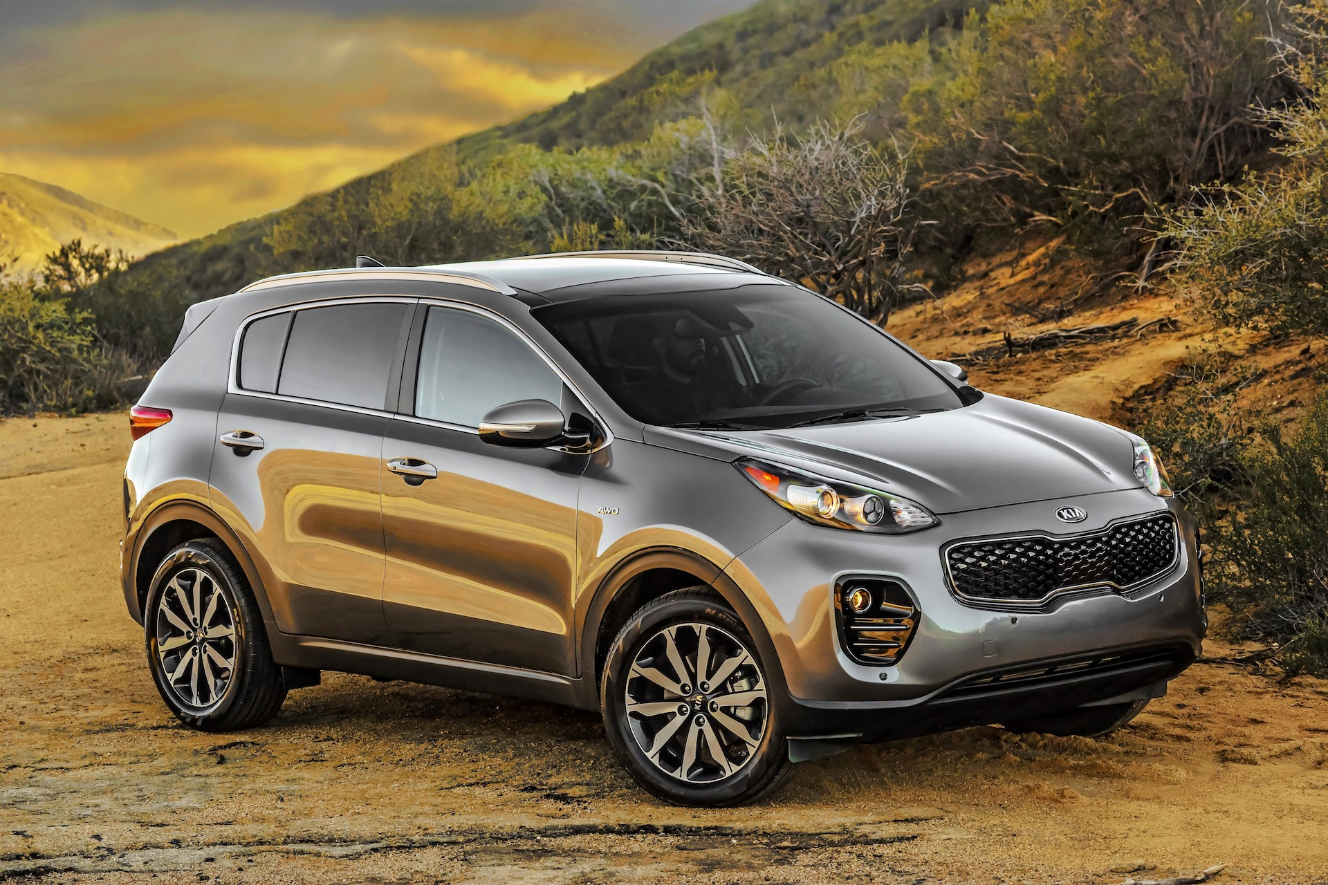 new and used kia sportage prices photos reviews specs the car connection. Black Bedroom Furniture Sets. Home Design Ideas