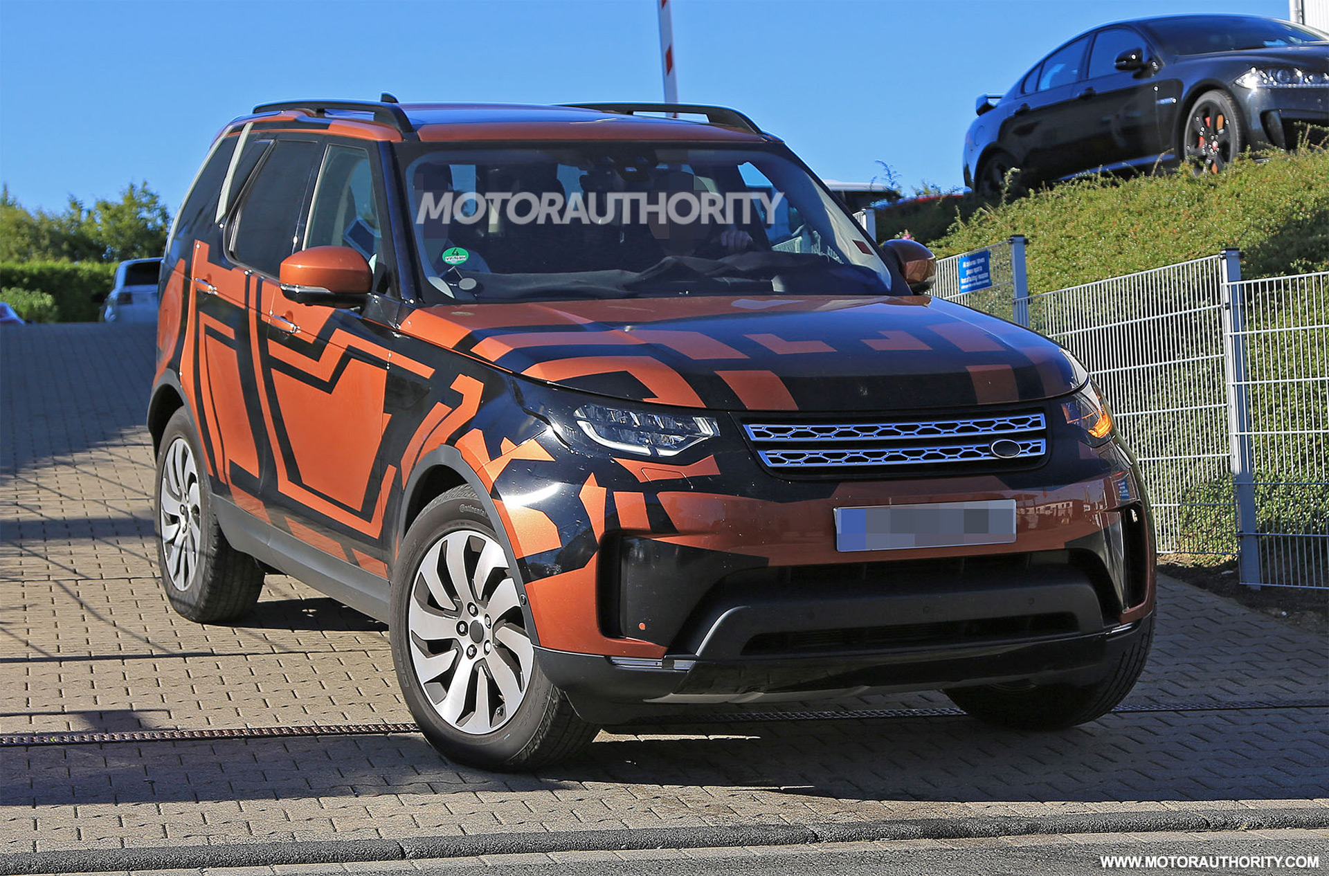2018 land rover discovery spy shots. Black Bedroom Furniture Sets. Home Design Ideas