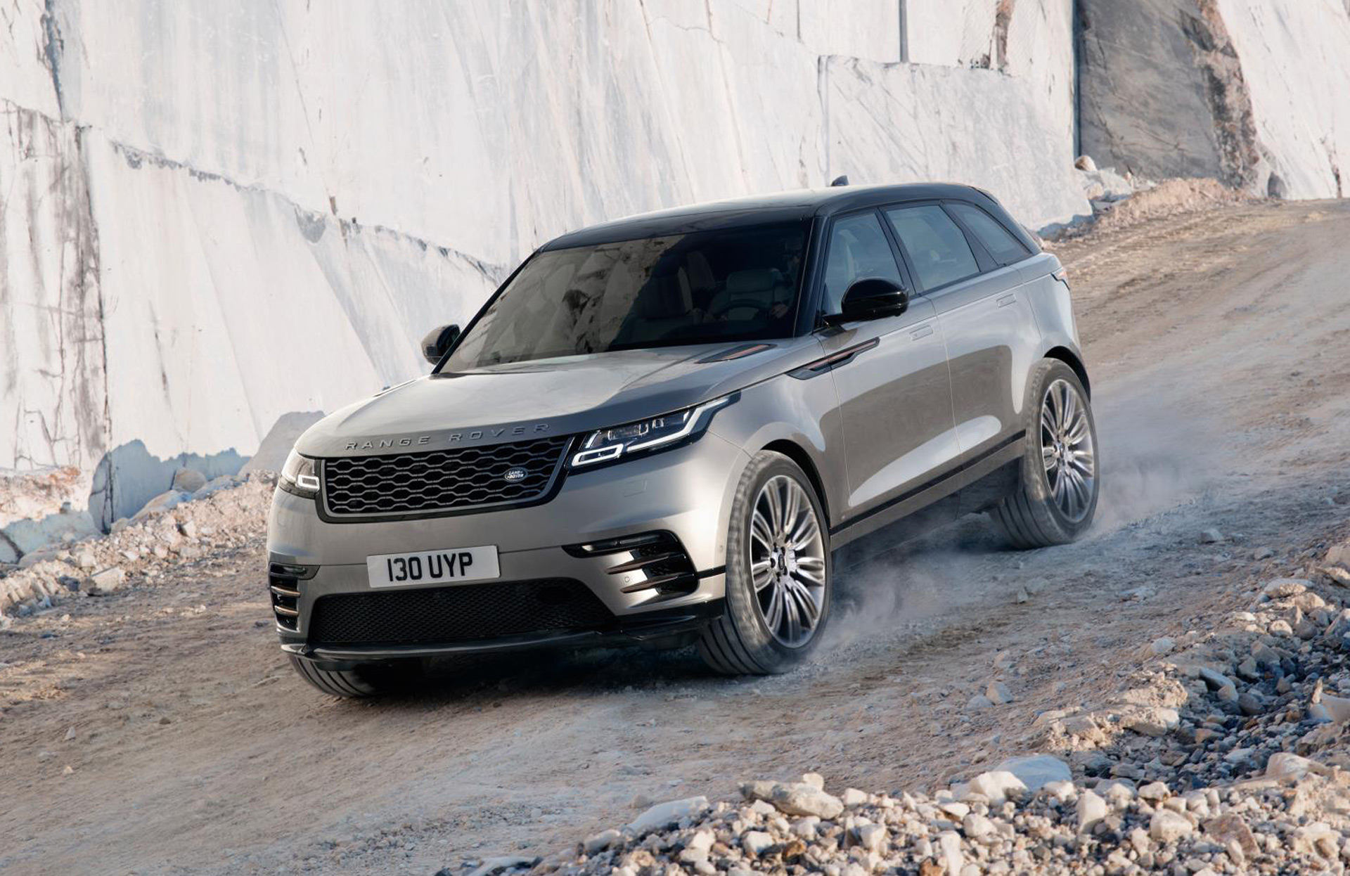 2018 land rover range rover velar preview for Interieur range rover velar